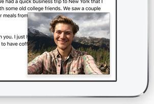 Du kan se video eller bruke videokonferanse (FaceTime) mens du jobber med andre apper. (Foto: Apple)