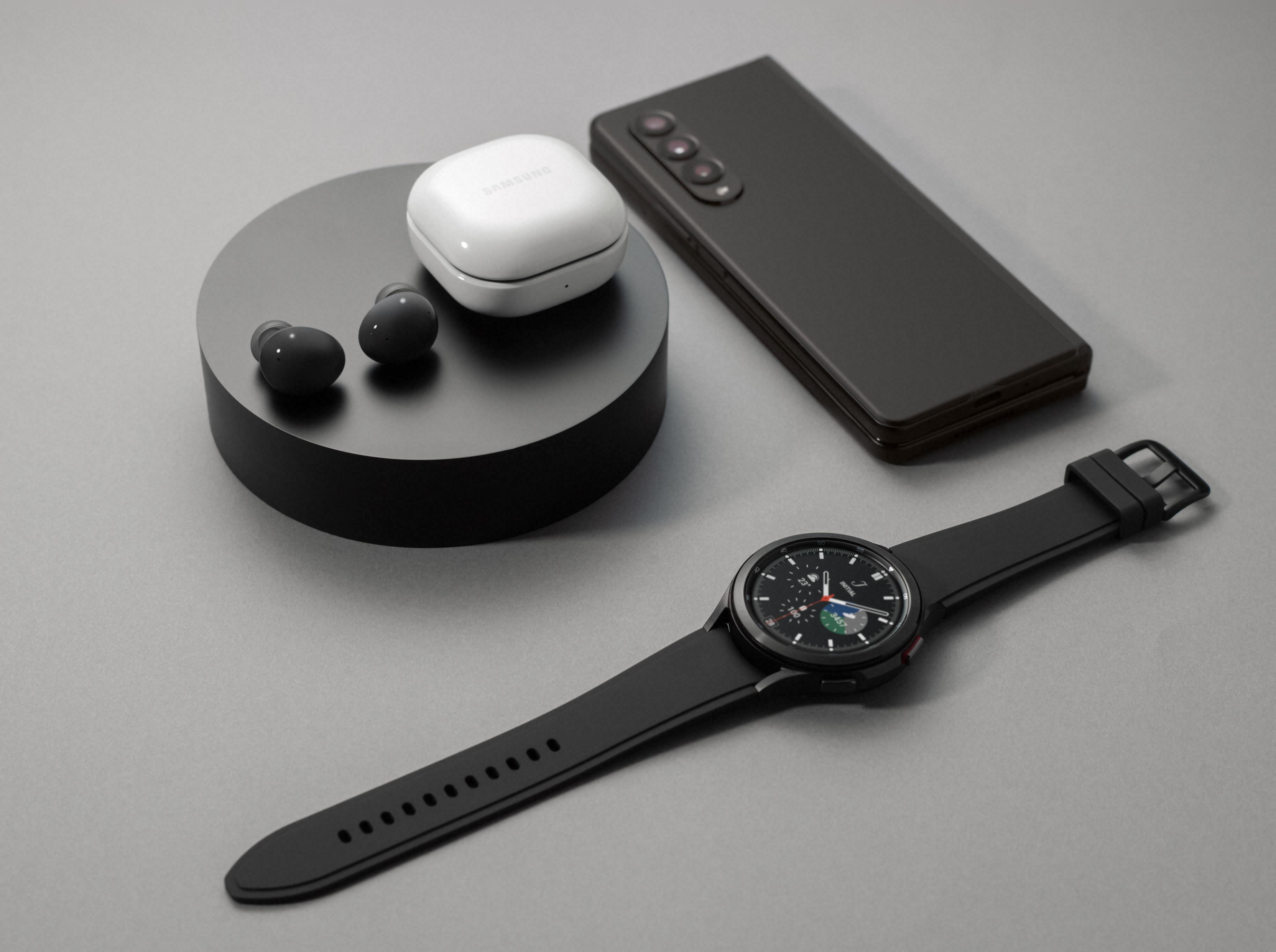 Samsung lanserte også to nye klokker og et sett øreplugger i dagens Unpacked-slipp.