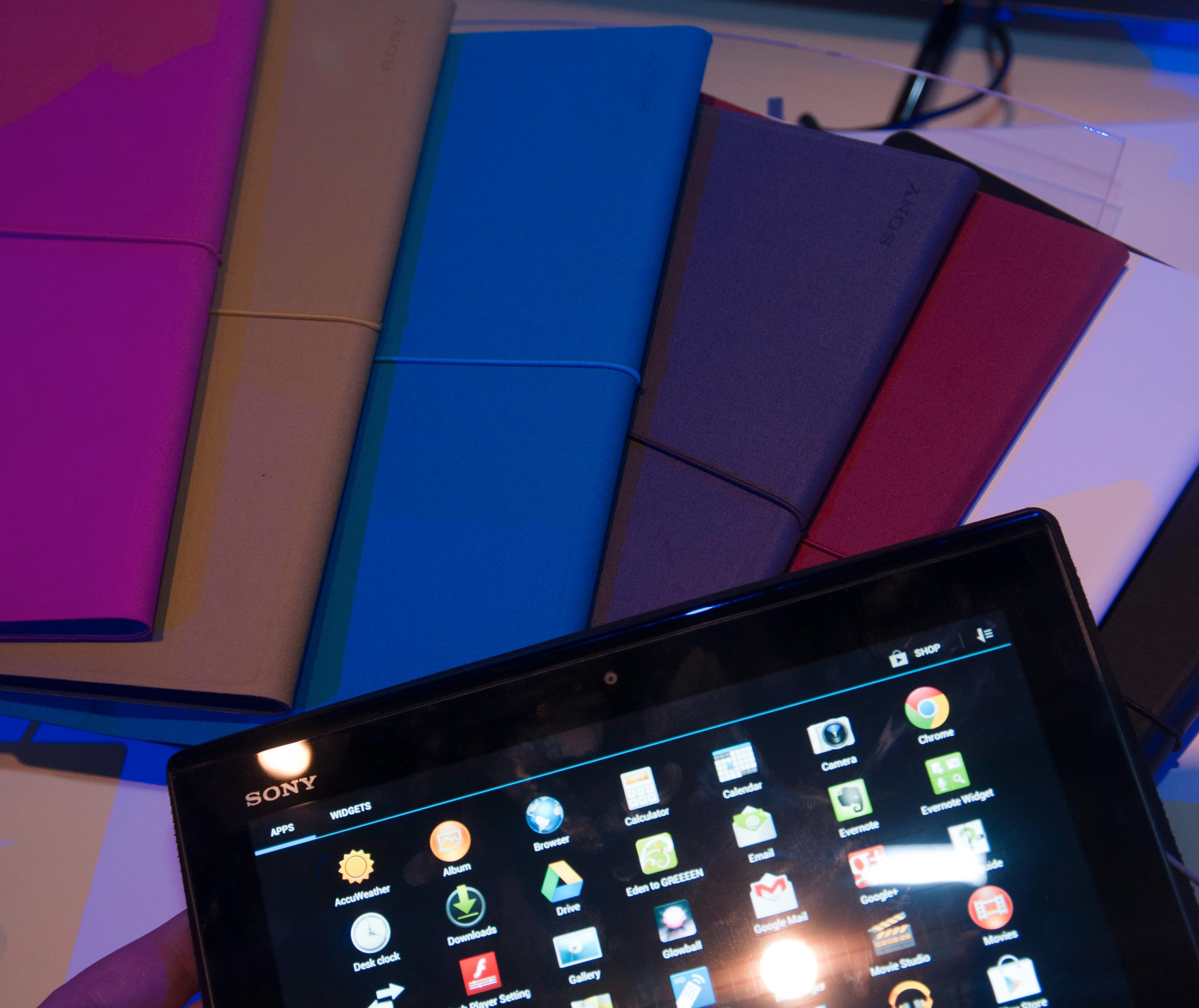 Sony lager deksler i mange farger til Xperia Tablet S.Foto: Finn Jarle Kvalheim, Amobil.no