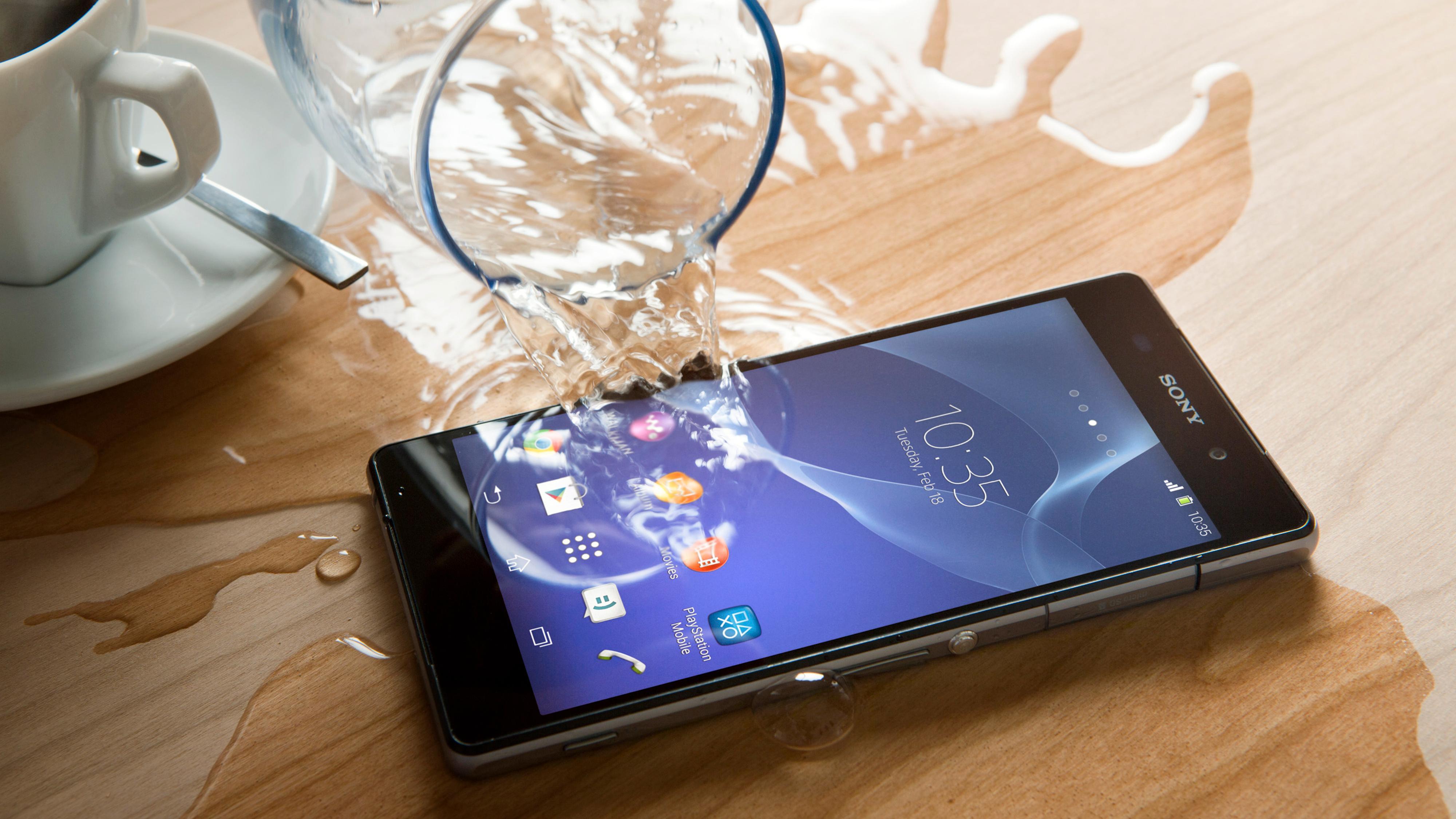 Sony Xperia Z2 tåler mer vann enn Samsung Galaxy S5