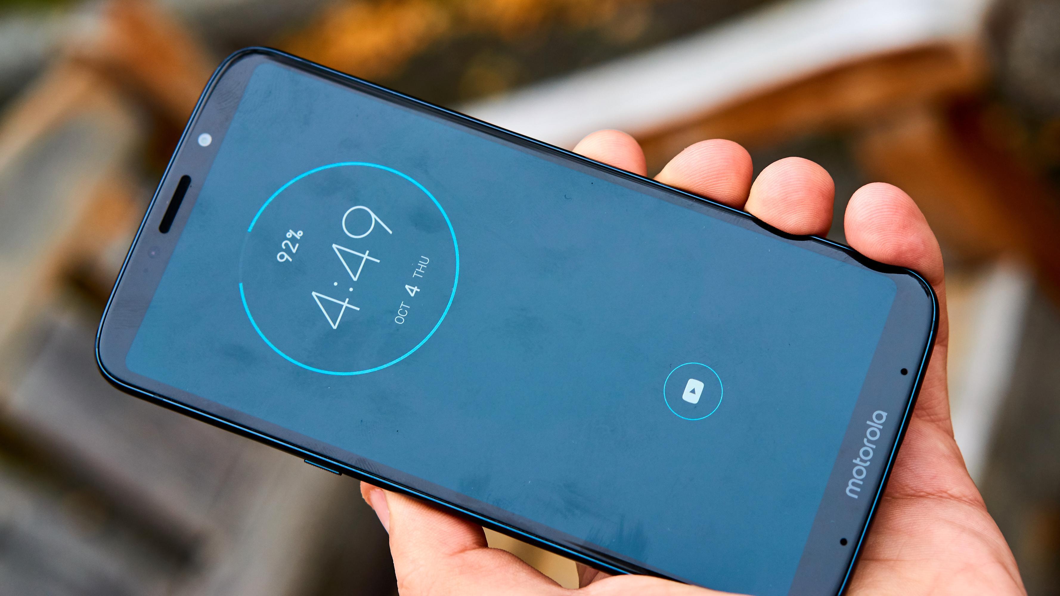 «Always On Display» gir mye mer mening her enn på Moto G6 Plus, grunnet OLED-panelet.
