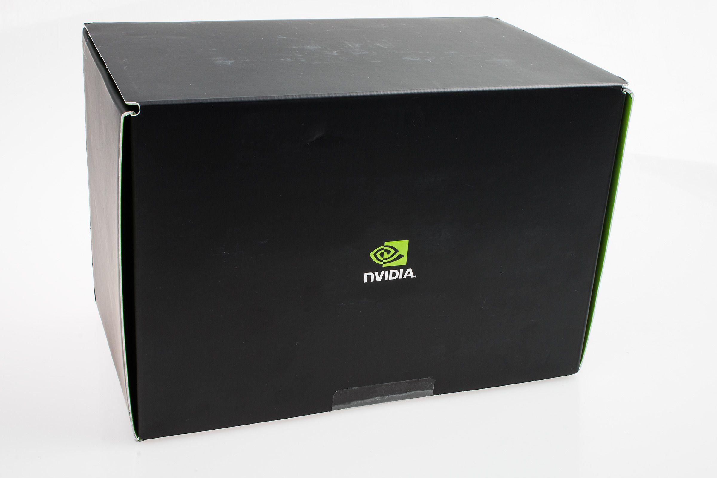 Vi mistenkte at denne anonyme boksen, uten noen markeringer bortsett fra Nvidias logo, inneholdt vårt Shield Tablet – men sikre var vi ikke.Foto: Varg Aamo, Hardware.no