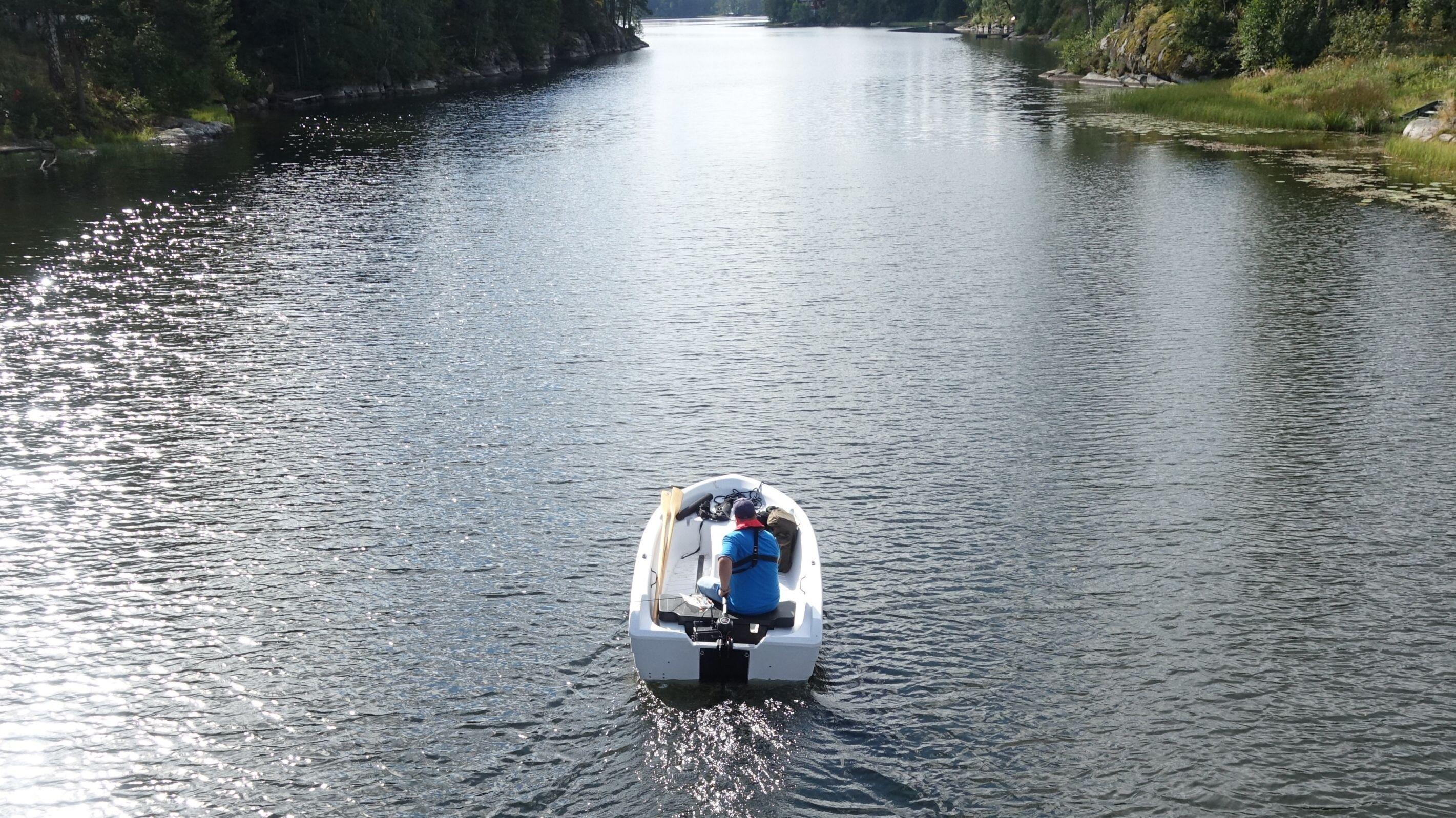 Elektrisk motor gir en utrolig behagelig opplevelse når du tar deg rundt på vannet.