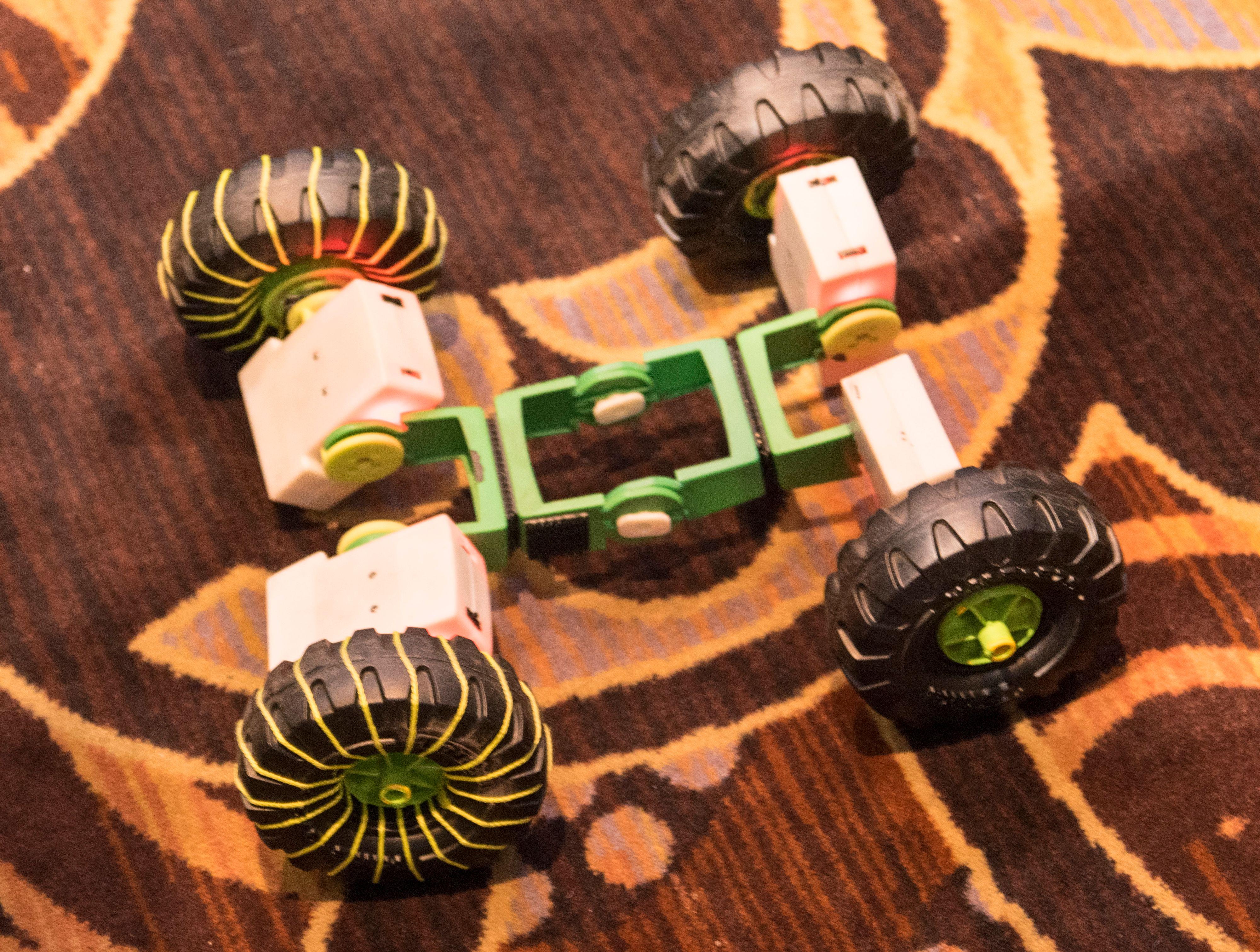 Du kan bygge bil med modulene. Denne ble demonstrert for en rekke glisende journalister på CES' messegulv.