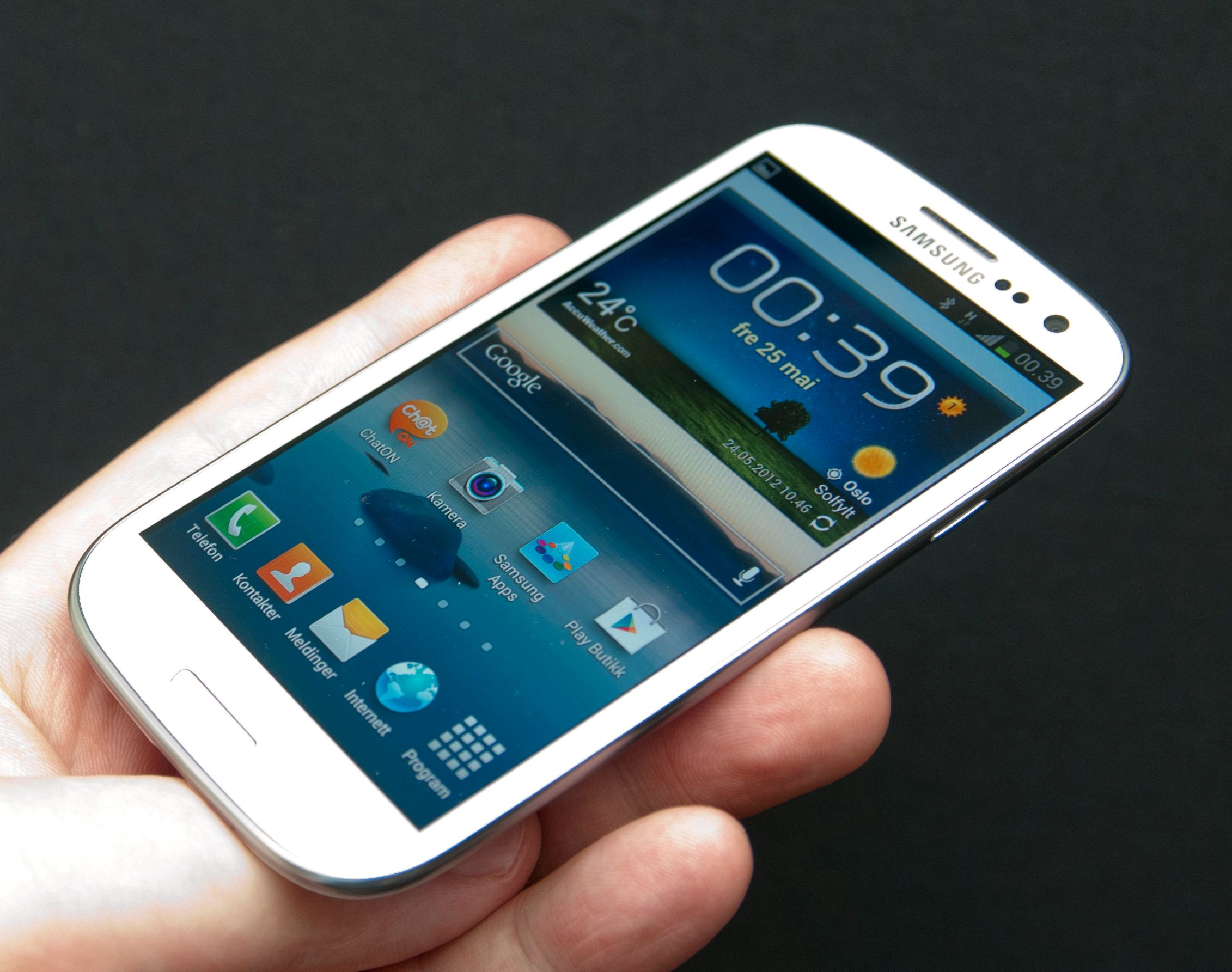 AMOLED-skjermer ser like gode ut fra alle vinkler. Galaxy S III har i tillegg Gorilla Glass 2, et tynt og veldig solid glass som får frem det beste i mobilskjermen.