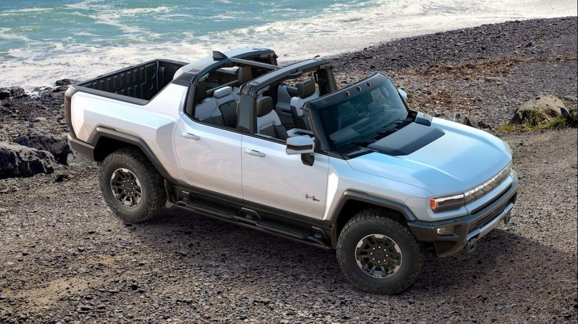 Bilen kan åpnes ved å ta av de «modulære» panelene som vanligvis utgjør panoramataket, sammen med bjelken som vanligvis sitter over forsetene.