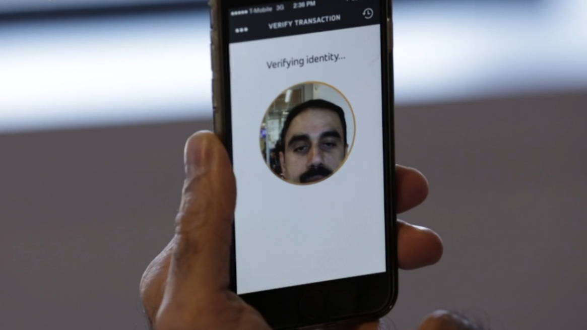 MasterCard vil la deg betale med en selfie