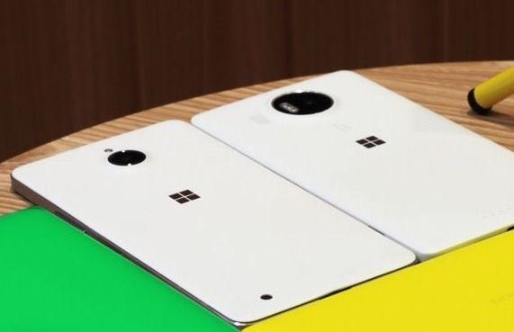 Den hvite telefonen til venstre skulle bli Lumia 650 XL, en større versjon av den siste lanserte Lumiaen så langt: Lumia 650.