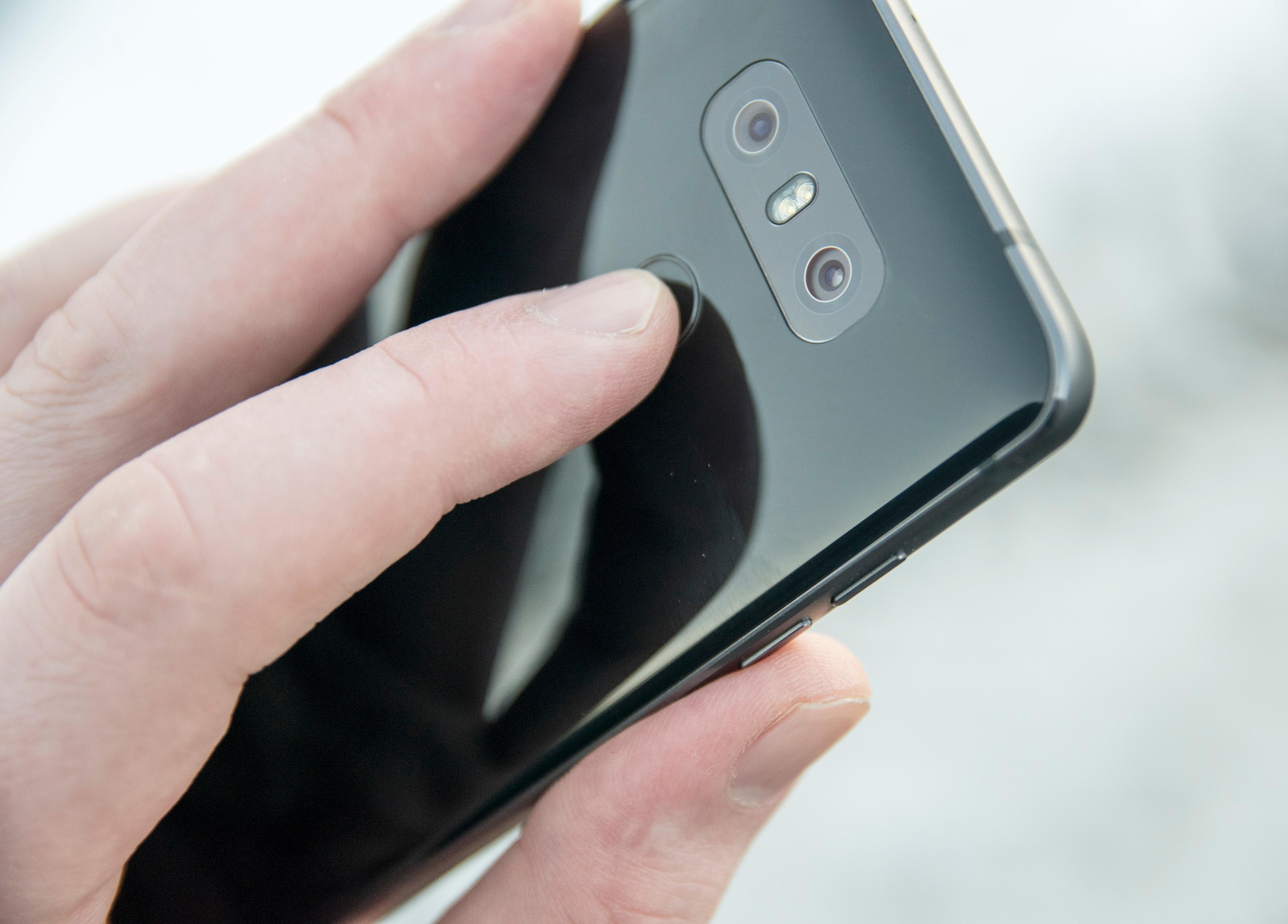 Hjemknapp og fingerleser i ett. LGs G-modeller begynte tidlig med dette, mens mange av konkurrentene etter hvert har eksperimentert med fingerleser bak på telefonen.