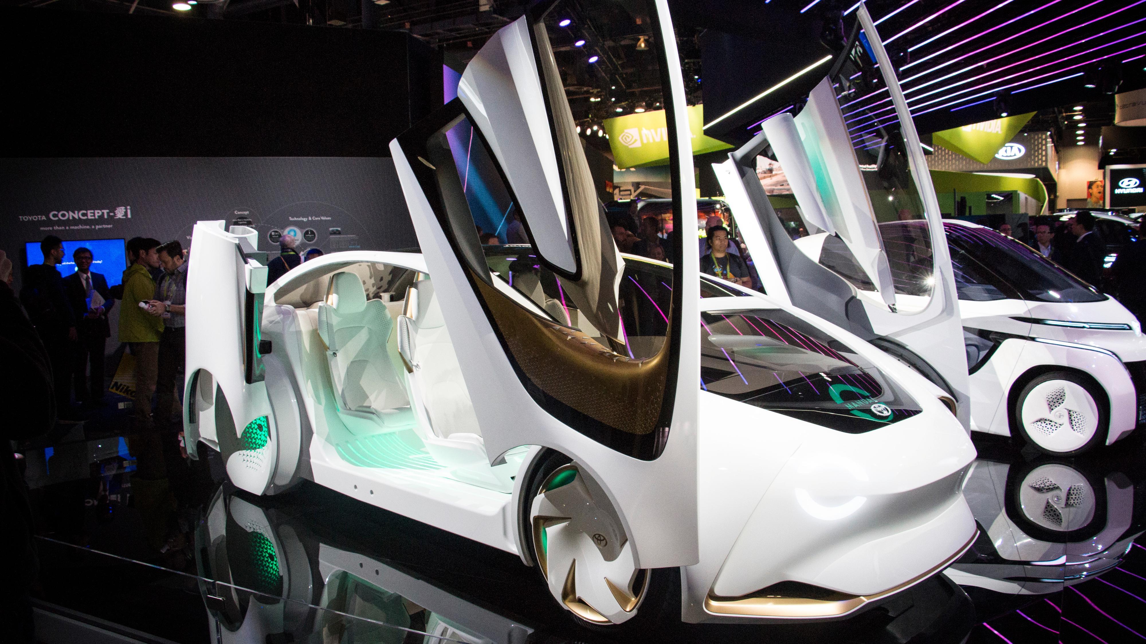 Batterier som kan lades på minutter, selvkjøring og elbiler som prater sammen – Slik blir fremtidens biler