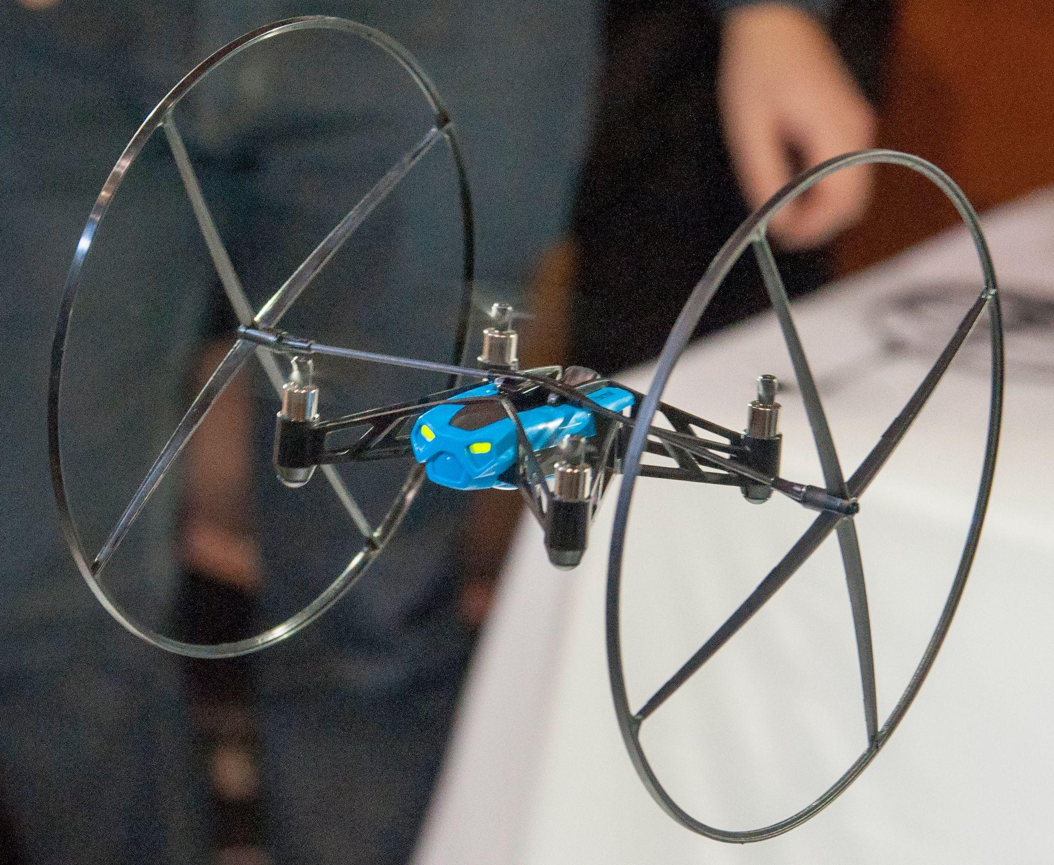 En Mini Drone som gjør det den kan best.Foto: Finn Jarle Kvalheim, Amobil.no