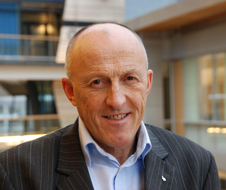 Informasjonssjef Knut Sollid i Telenor er trygg på at de ikke lenger har gamle SIM-kort igjen blant sine kunder.Foto: Telenor