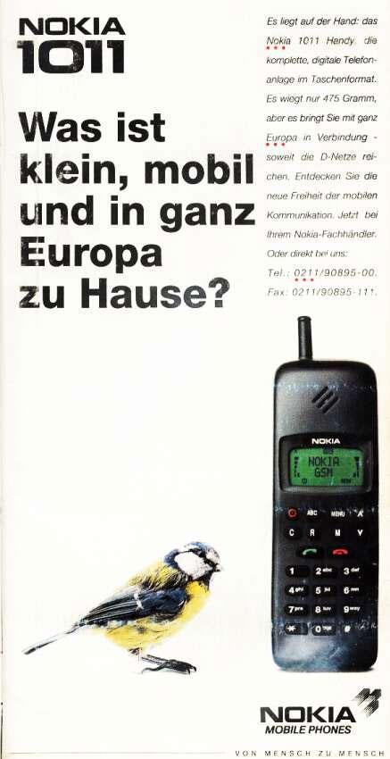 """""""Hva er lite, mobilt og hører hjemme i hele Europa?"""" Den får plass i hånda, denne digitale telefonen i lommeformat. Den veier bare 475 gram, og tas med over hele Europa. (Klikk for større foto)"""