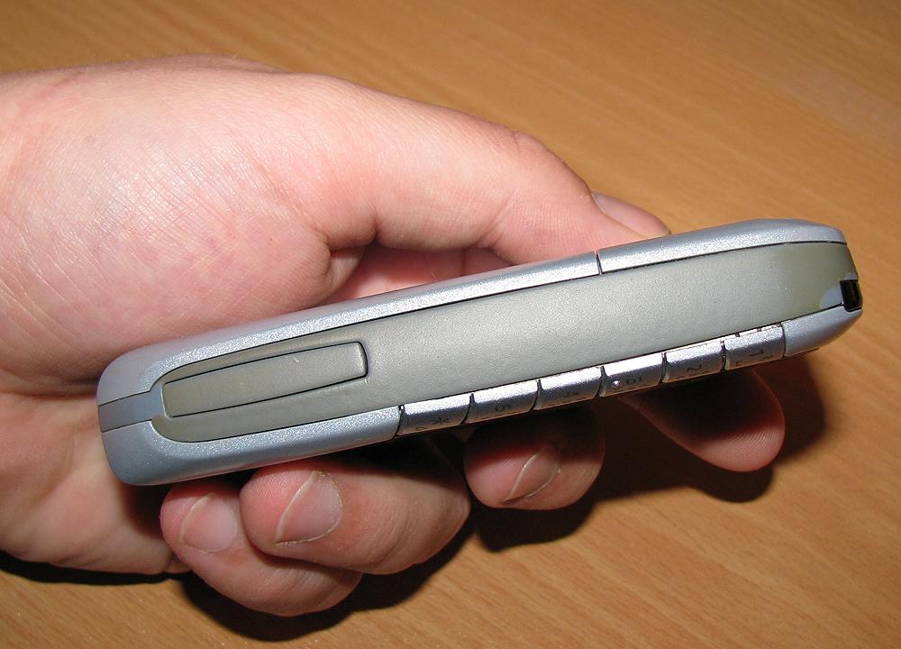 SX1 er knappe to centimeter tykk.