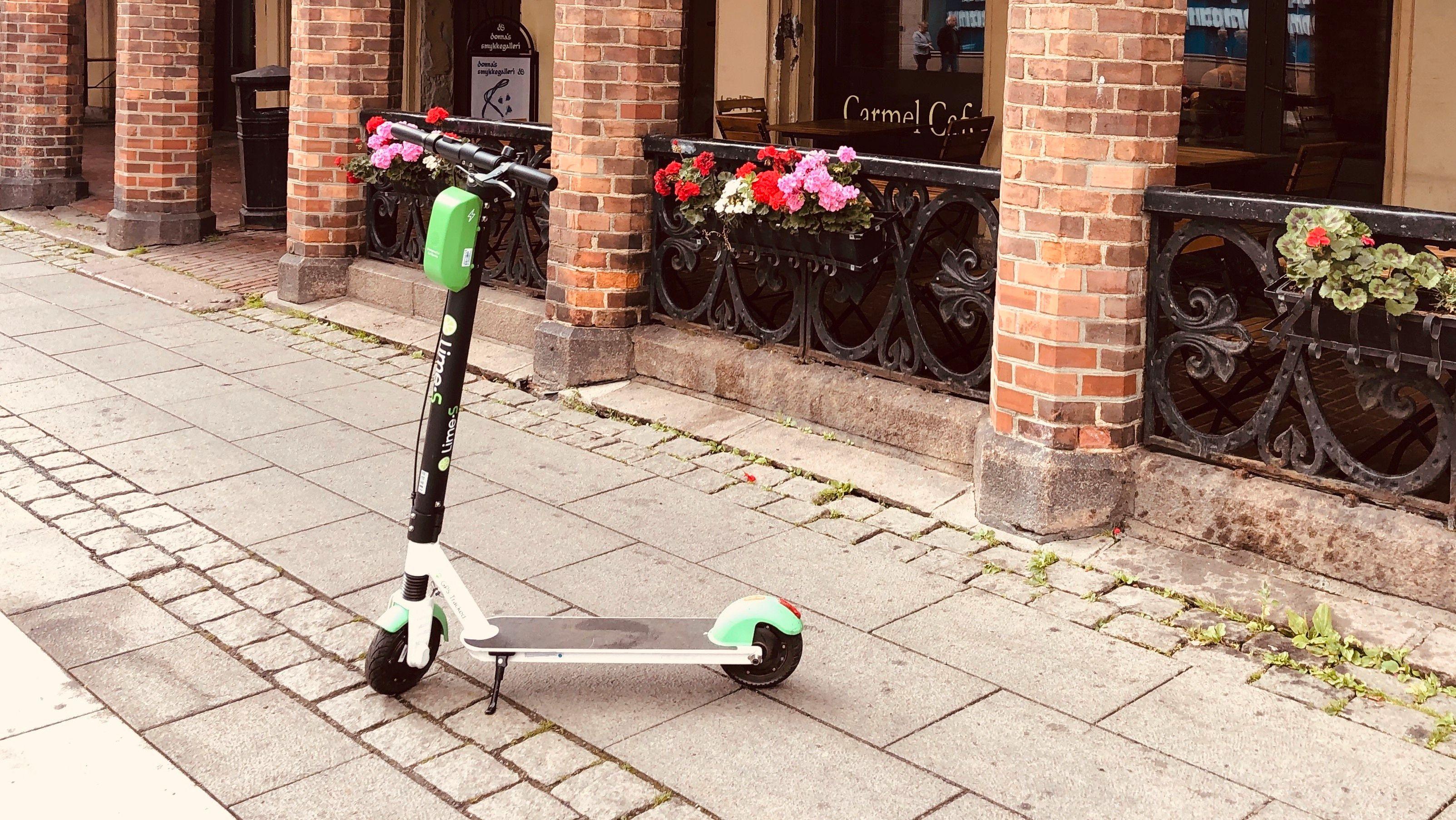 De grønne Lime-sparkesyklene blir igjen å se i Oslo.
