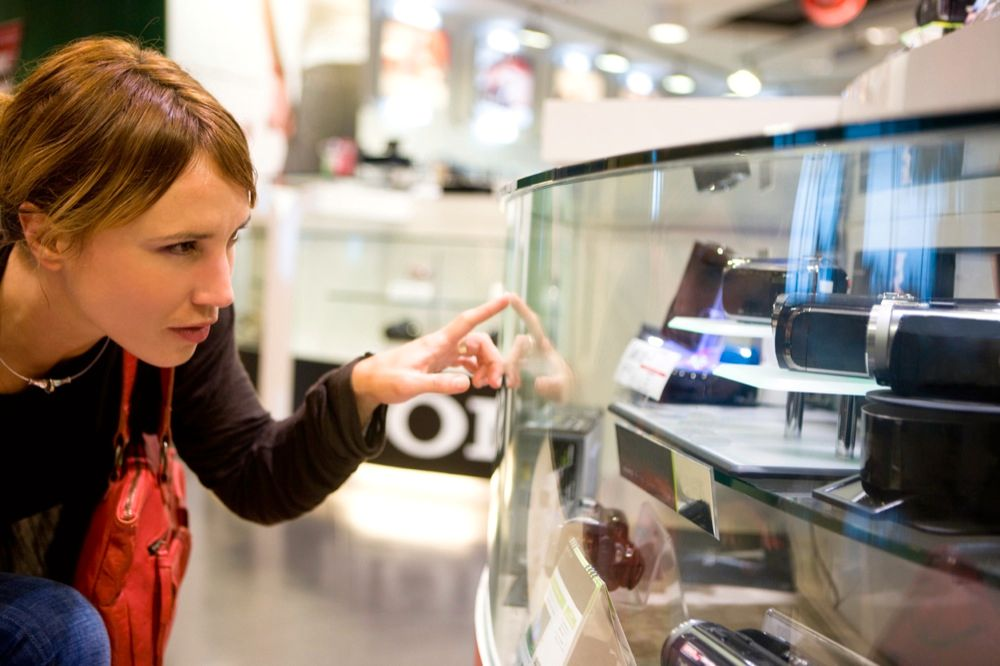 Nesten 1 av 2 mener at elektroniske produkter har blitt for kompliserte å bruke, ifølge en undersøkelse foretatt av Carat Insight for elektronikkjeden Elkjøp.