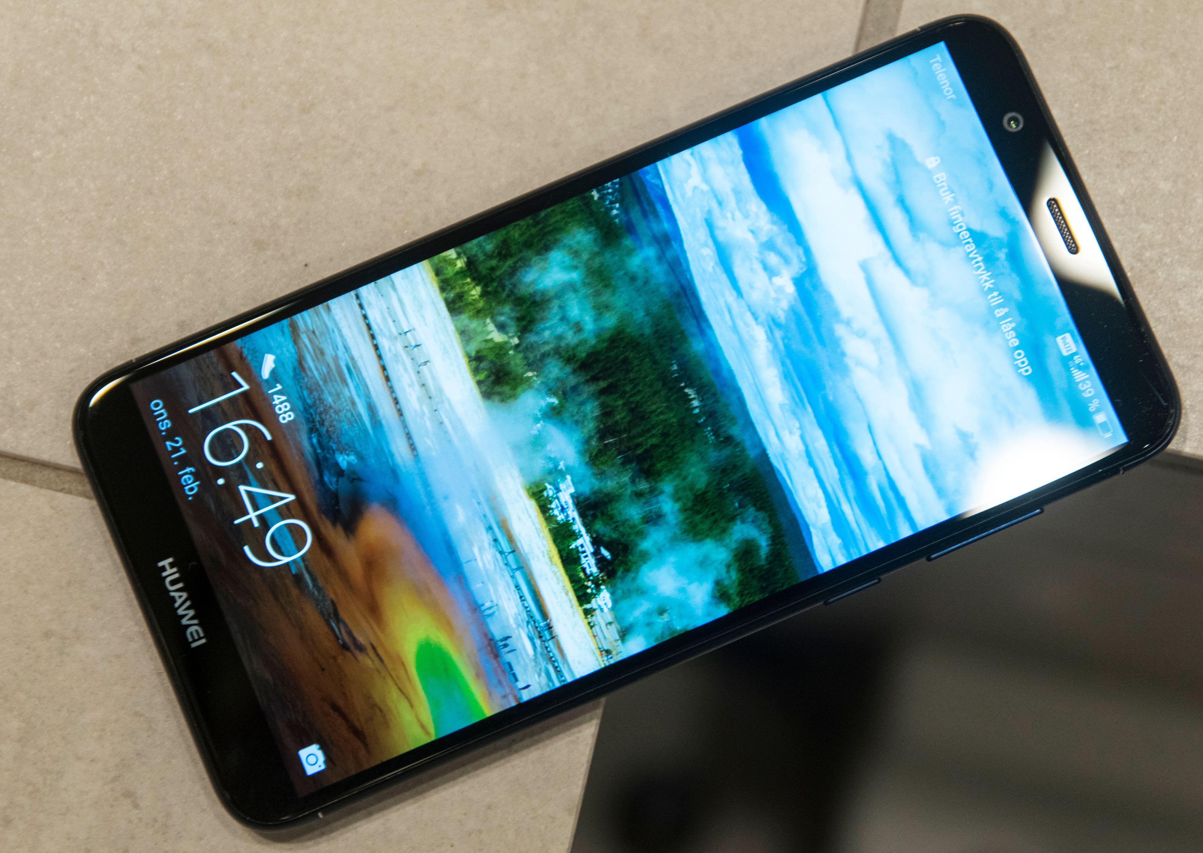 Ålreit skjerm med ålreit belegg som gjør at den ikke samler fingeravtrykk like heftig som mange av de rimeligere mobilene.