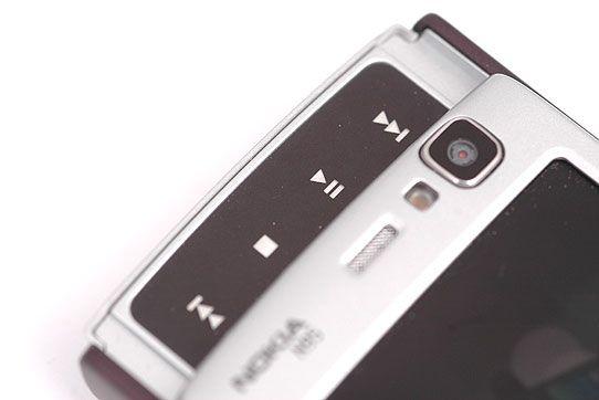 Musikktastene på den forrige utgaven av N95 (bildet) var helt flate.