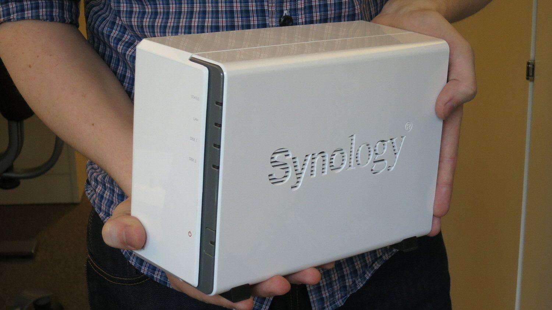Liten og kjekk: Synology DS212j. Den har plass til to harddisker.Foto: Vegar Jansen, Hardware.no
