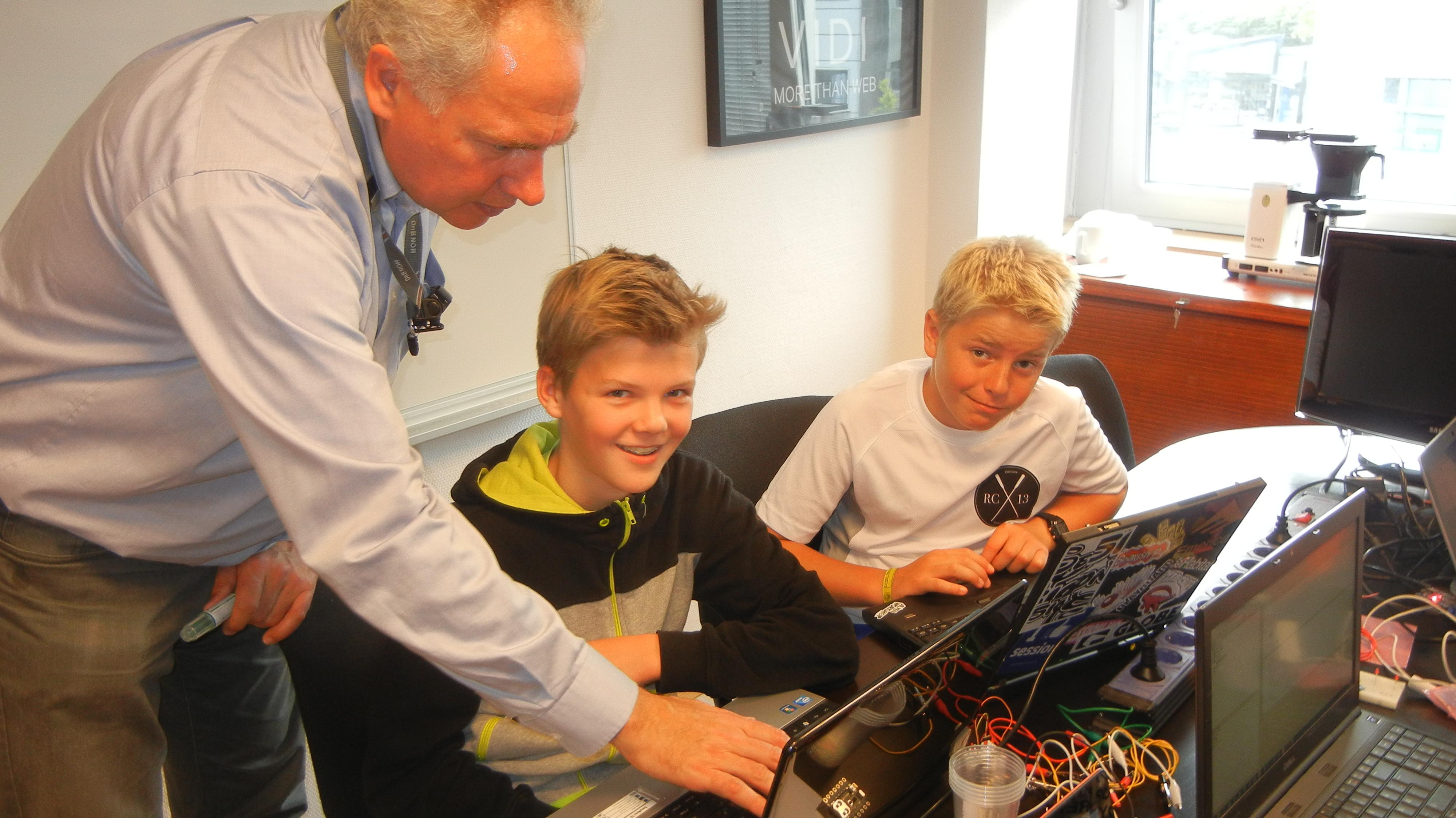 Skal lære lærere å lære ungdom å programmere