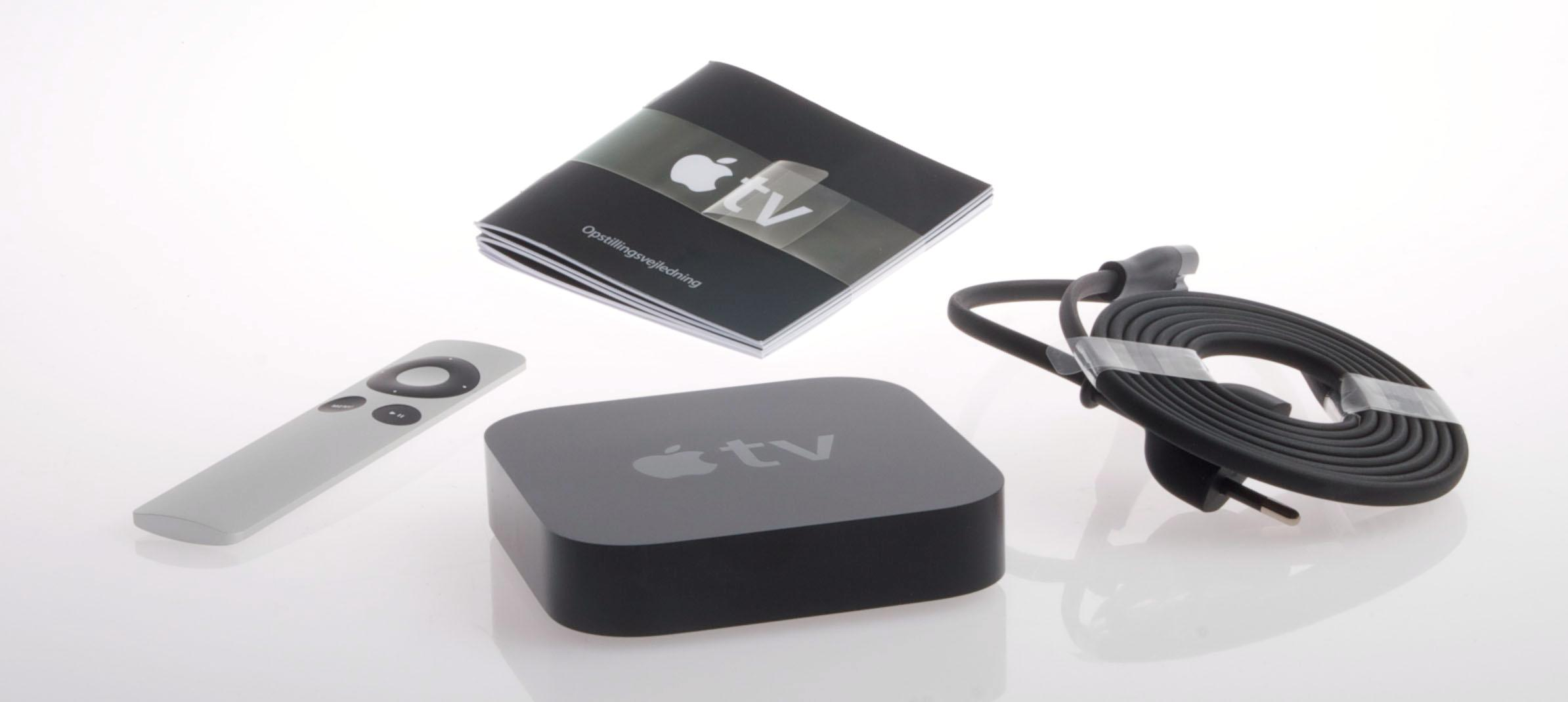 Det følger ikke med noen HDMI-kabel, men ellers er det lite du trenger for å få Apple TV-en opp og gå.