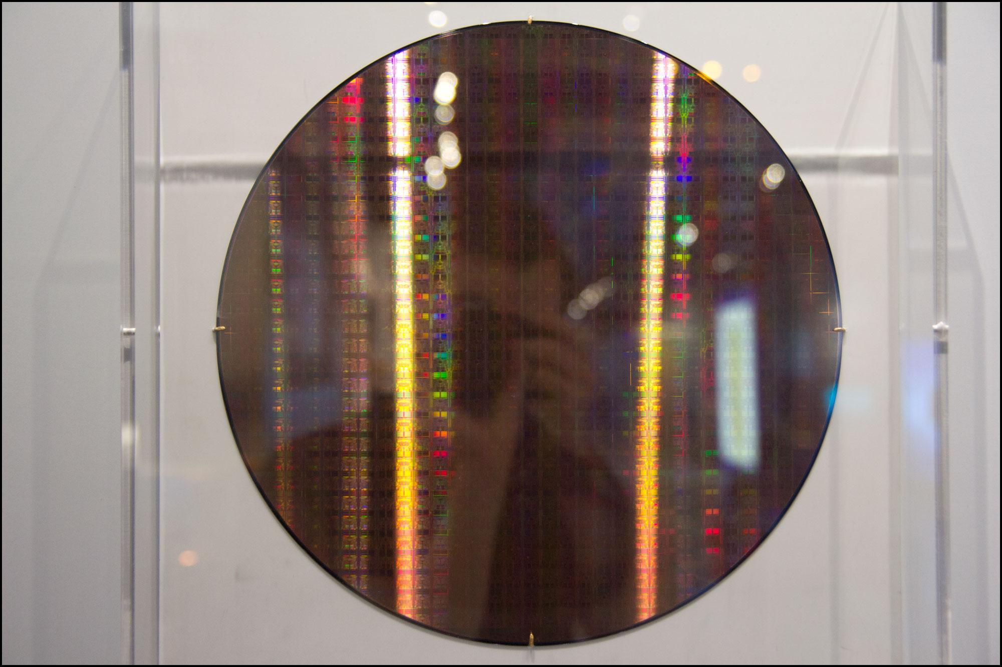 En wafer med prosessorkjerner.Foto: Jørgen Elton Nilsen, hardware.no