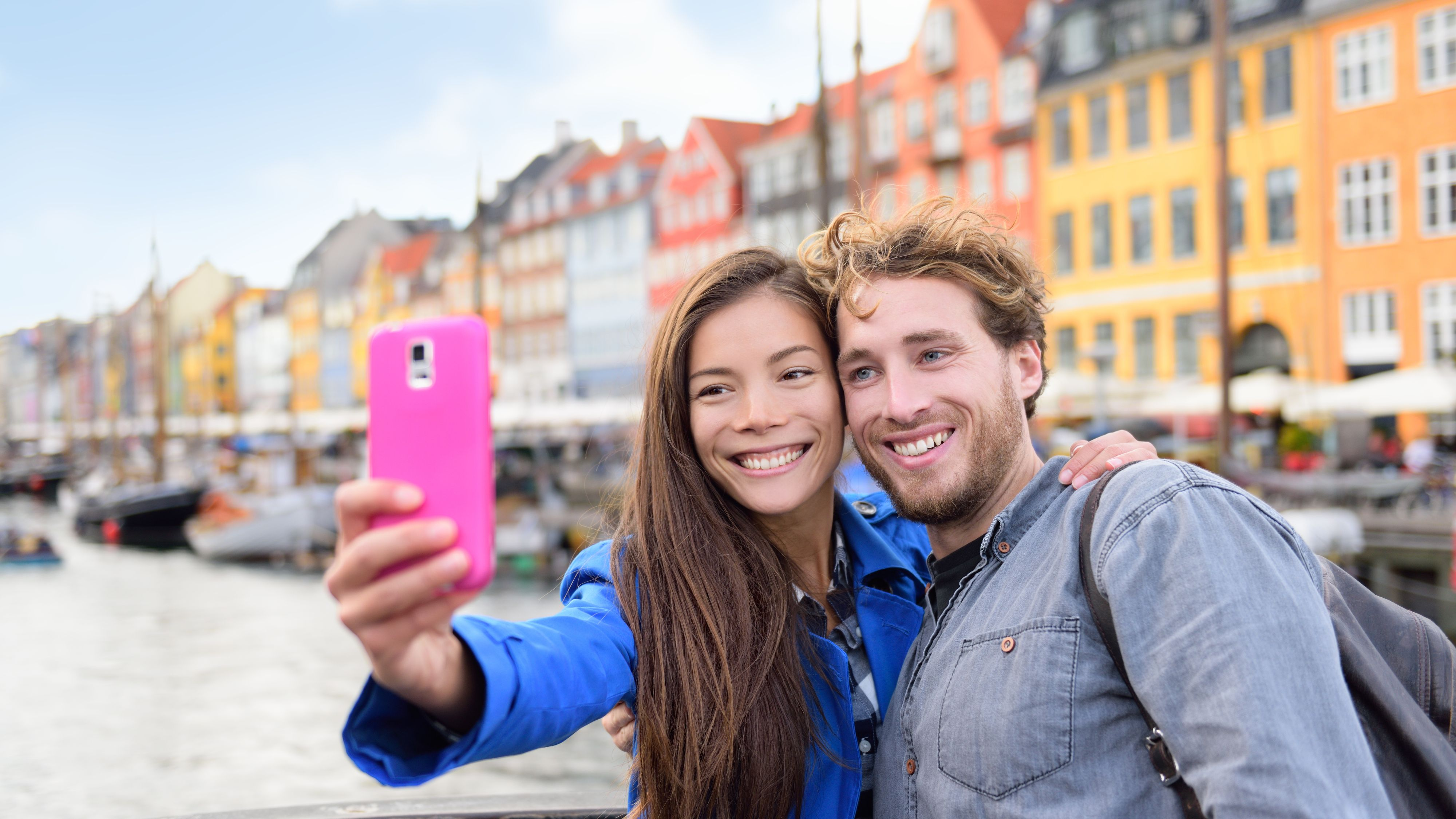 Fri roaming har ført til at nordmenn surfer mer når de er ute og reiser enn hjemme