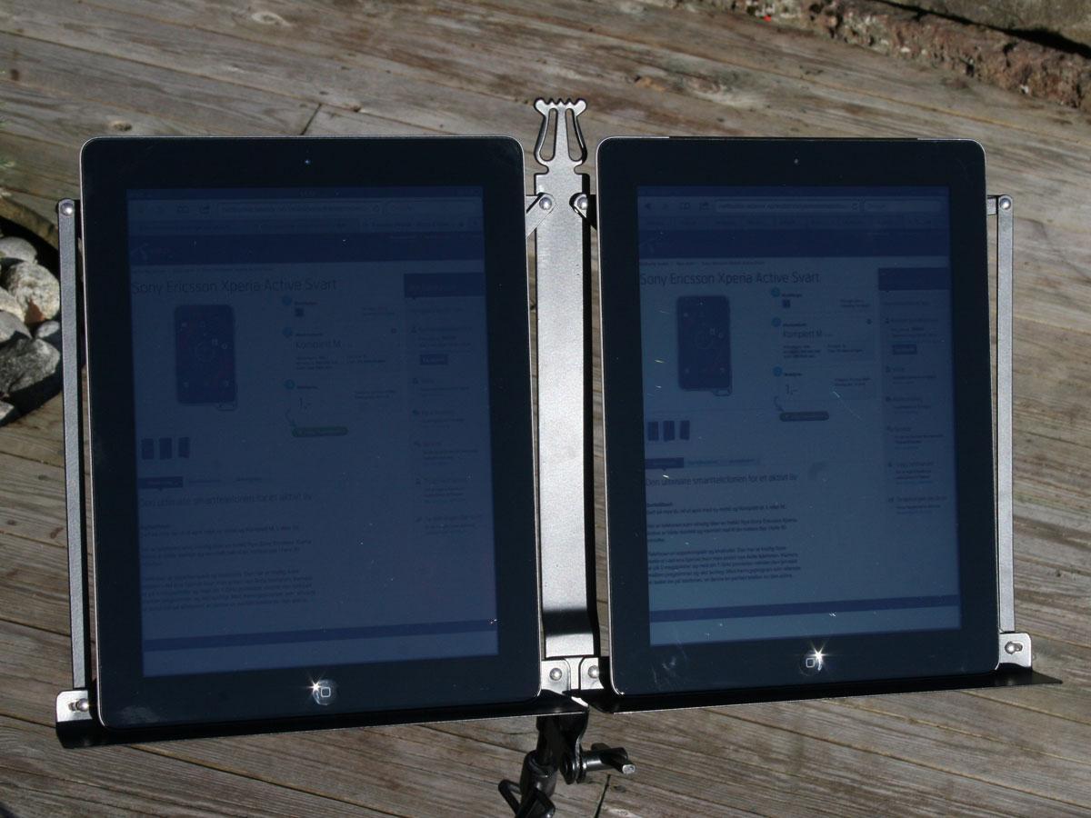 Skulle du sett. Den gamle iPad 2 (til høyre) er faktisk best av de to i direkte sollys. Klikk for større bilde.