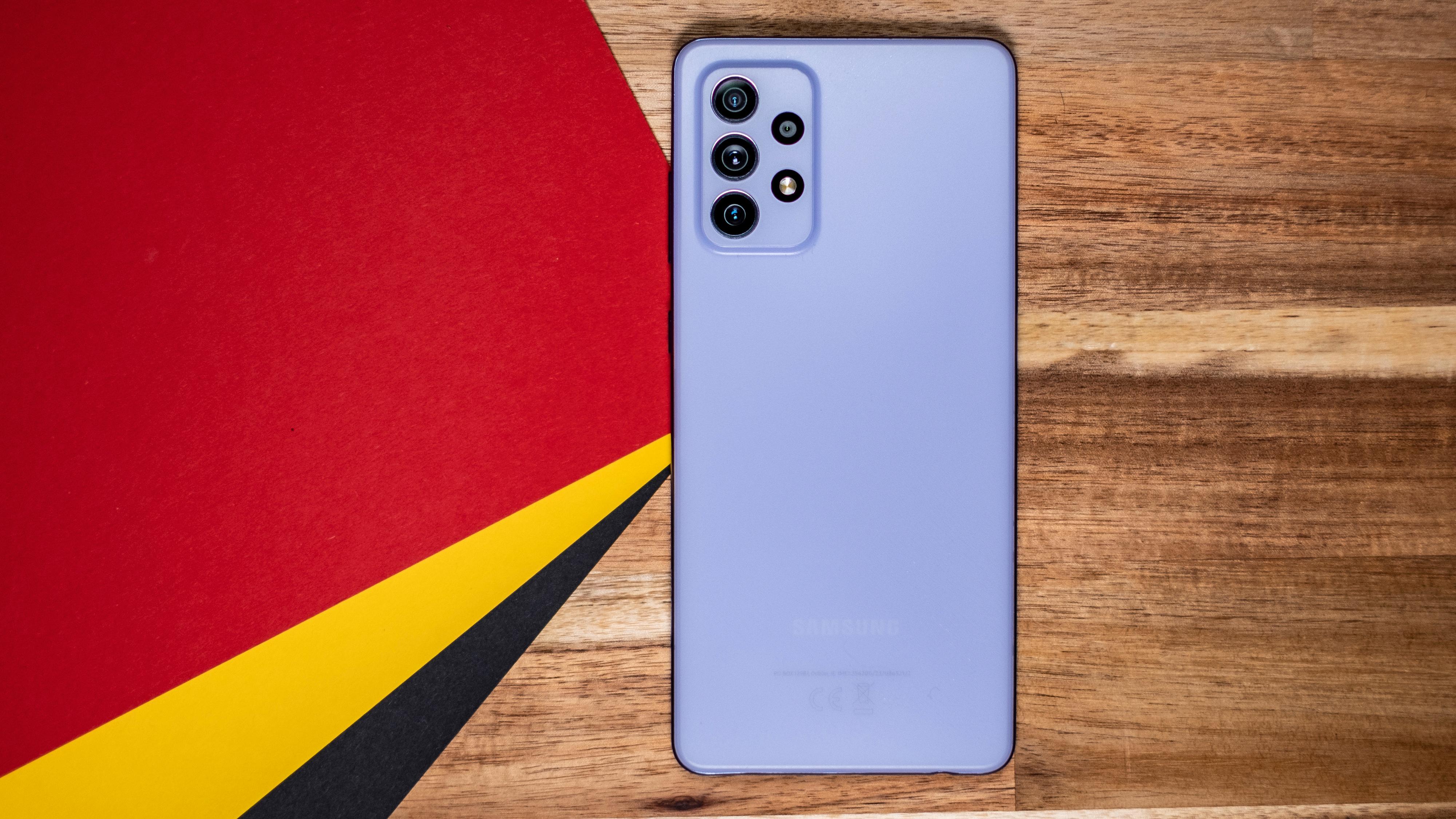 Minimalistisk design møter artige farger. Svak ytelse møter greit kamera. A72 er en litt vanskelig telefon å plassere. Men en relativt høy pris på 5000 kroner gjør at den ikke stiller fremst i konkurransen.