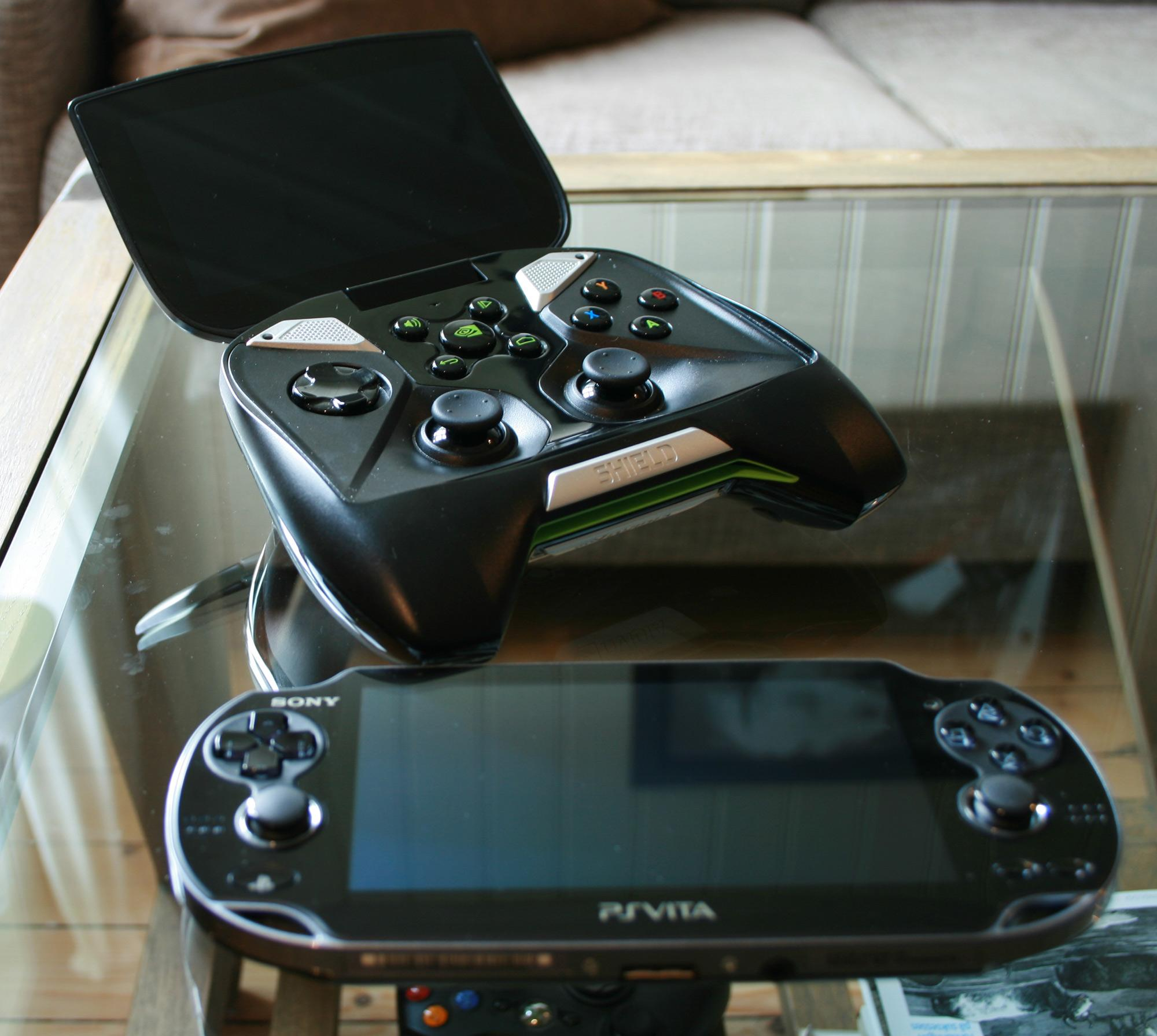 Sonys PlayStation Vita kan også strømme spill over nettverket.Foto: Anders Brattensborg Smedsrud, Hardware.no