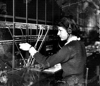 Telefonoperatørene satte ledningene på rett sted for å koble deg til rett person. (Foto: MOHAI Digital Archives)
