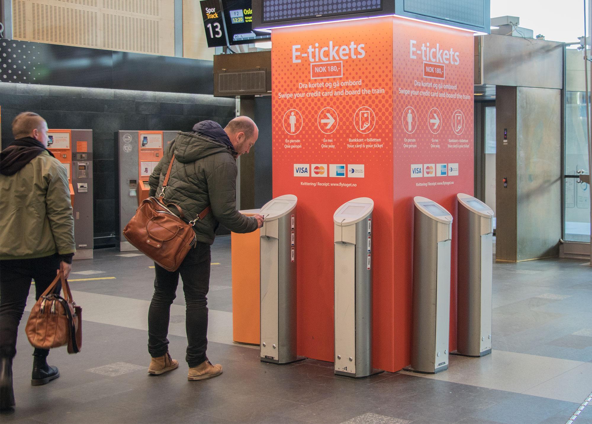 Siden 2001 har reisende kunne bruke bankkortet som billett. I 2017 blir det enda bedre.
