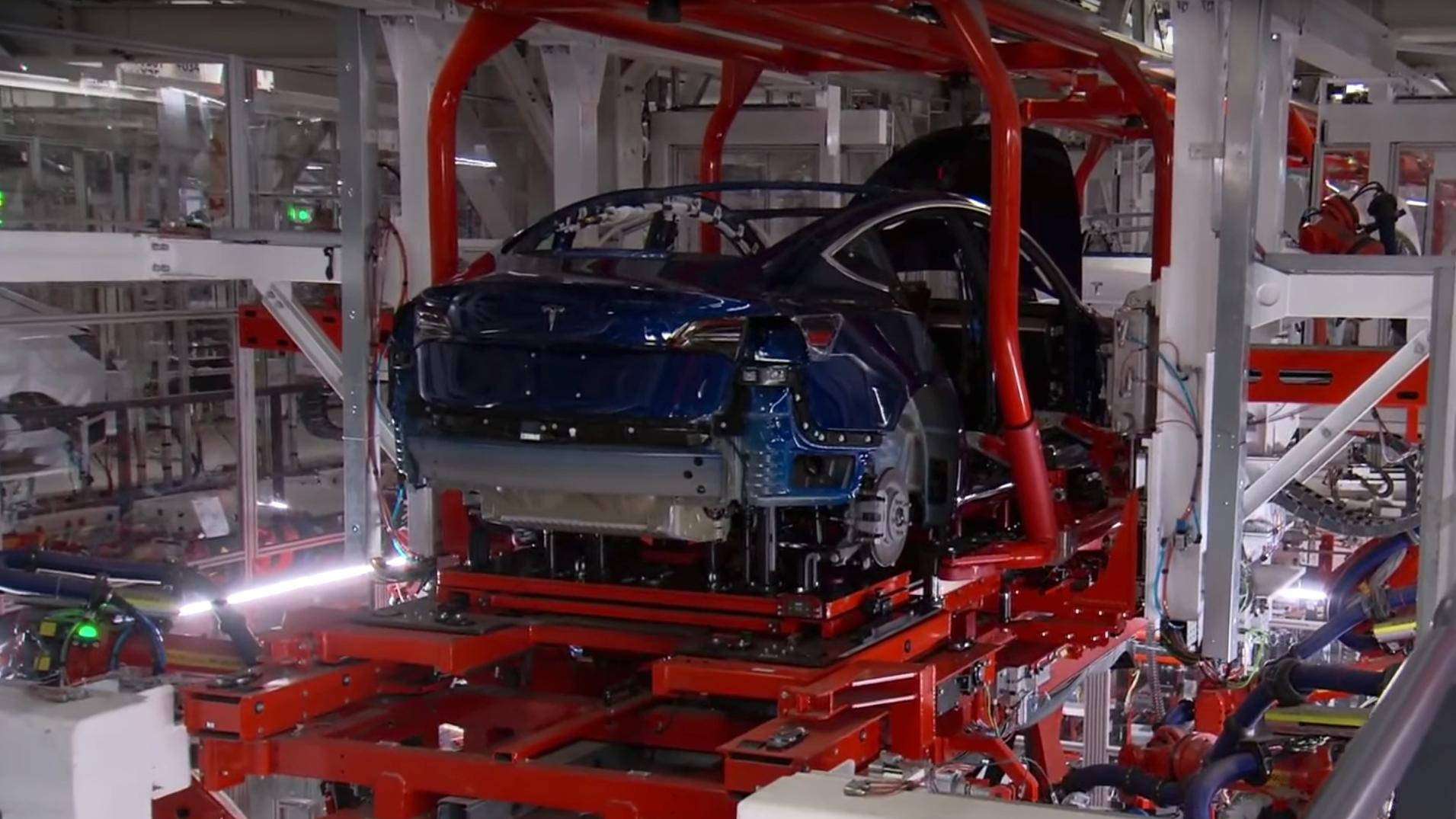 Tesla stanser Model 3-produksjonen i en uke
