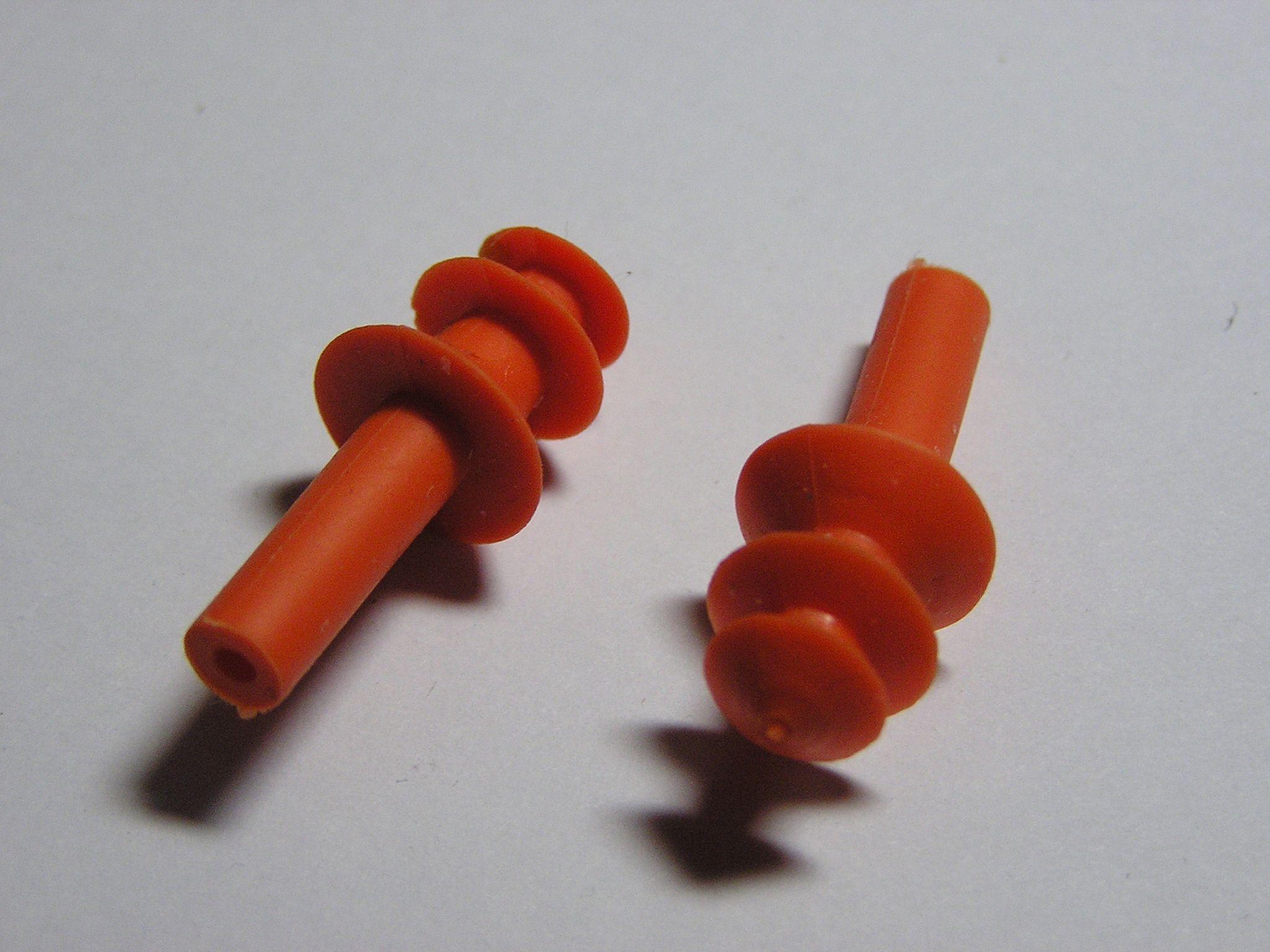 Øreplugger er generelt sett et viktig middel for å unngå hørselstap på konserter og liknende.