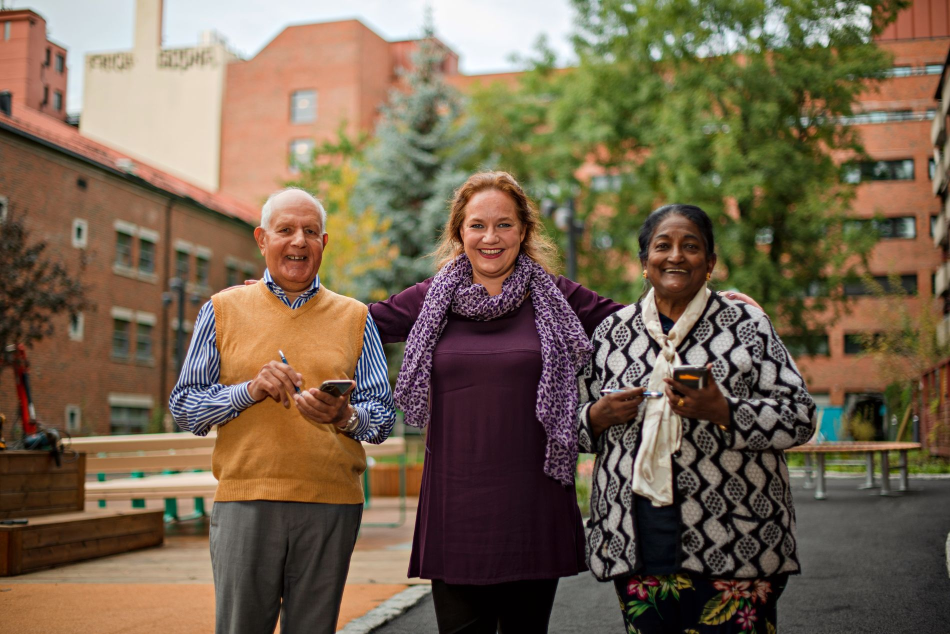 COMMUNITY: Mohammed and Rani can ask Marthe (middle) about everything they ask themselves in the digital world.