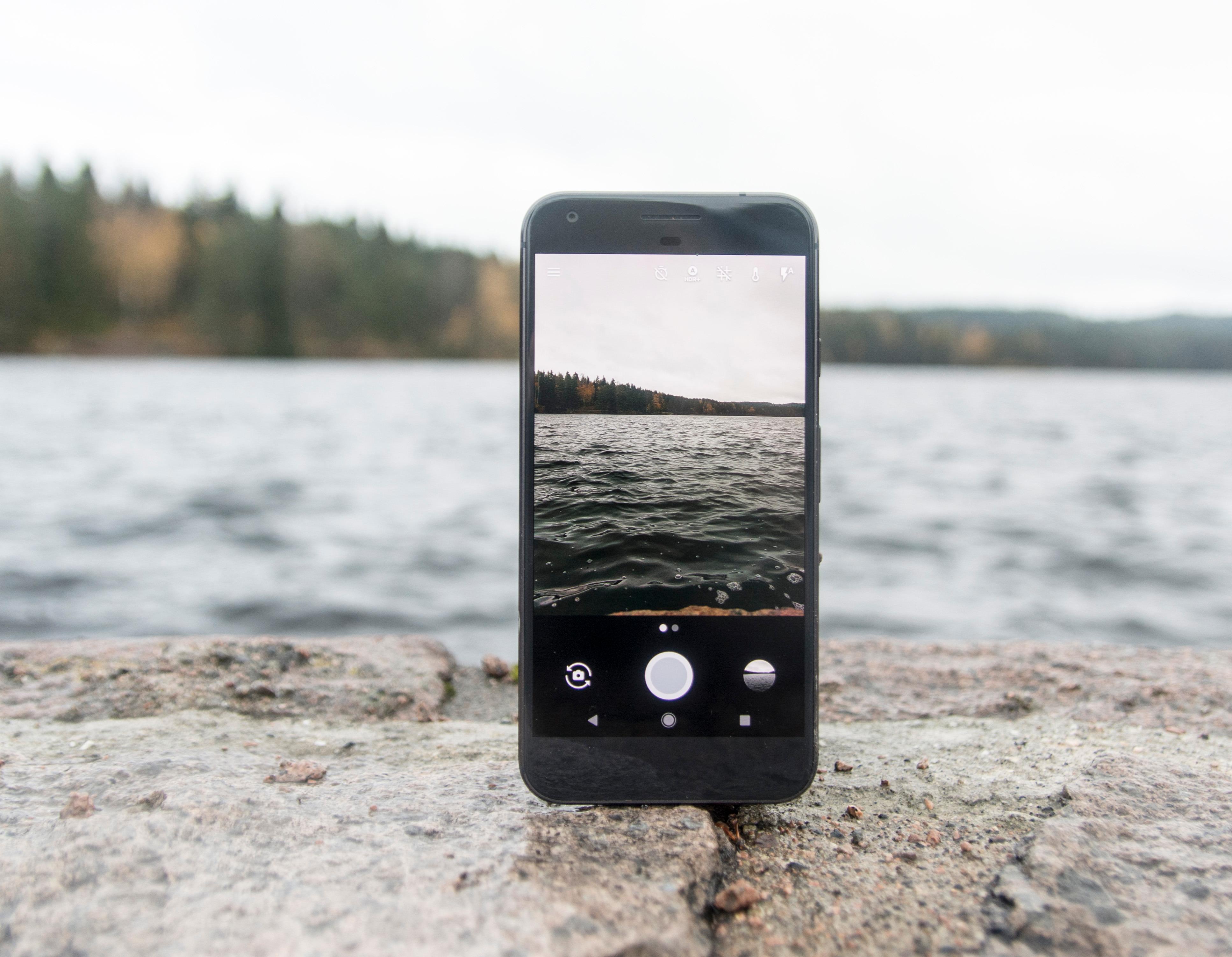 Du får ikke minnekortplass med Pixel XL, men du får et hav av plass i Googles skylagring for bilder.