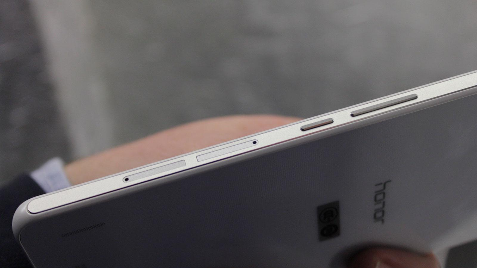 Begge de nye modellene støtter to SIM-kort.