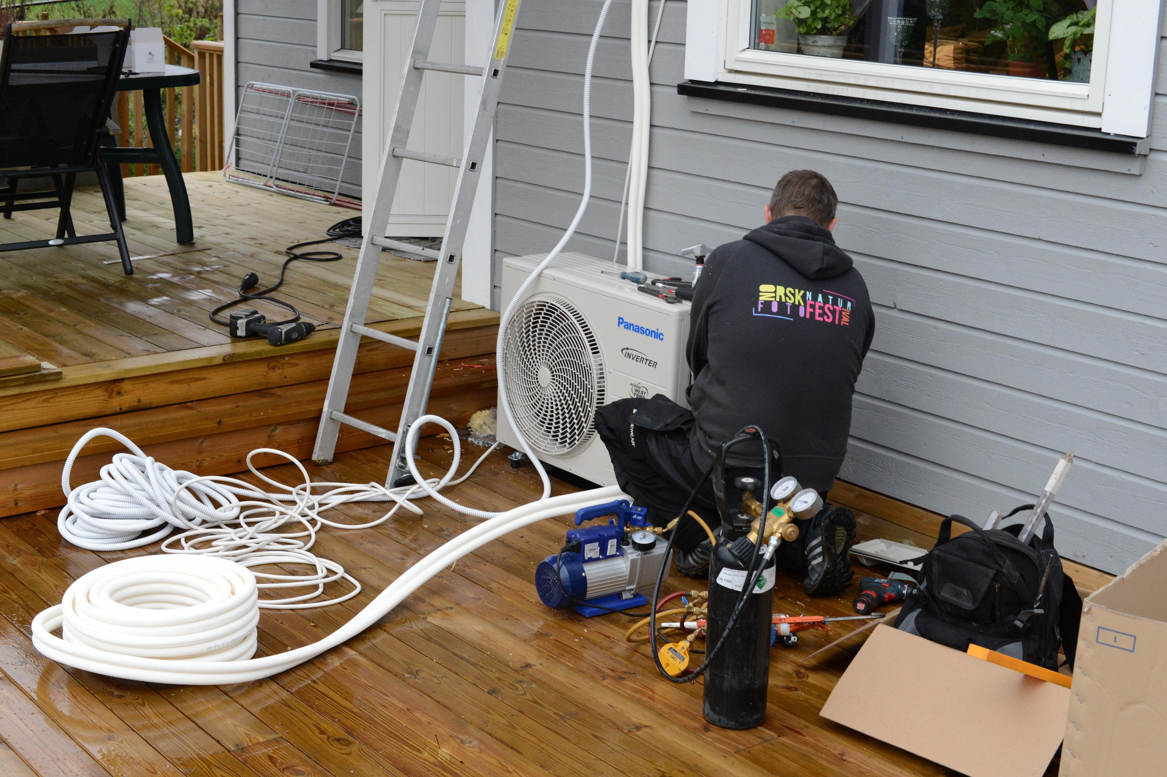 Du har ikke lov å montere en varmepumpe selv. Foto: Ole Henrik Johansen / Tek.no