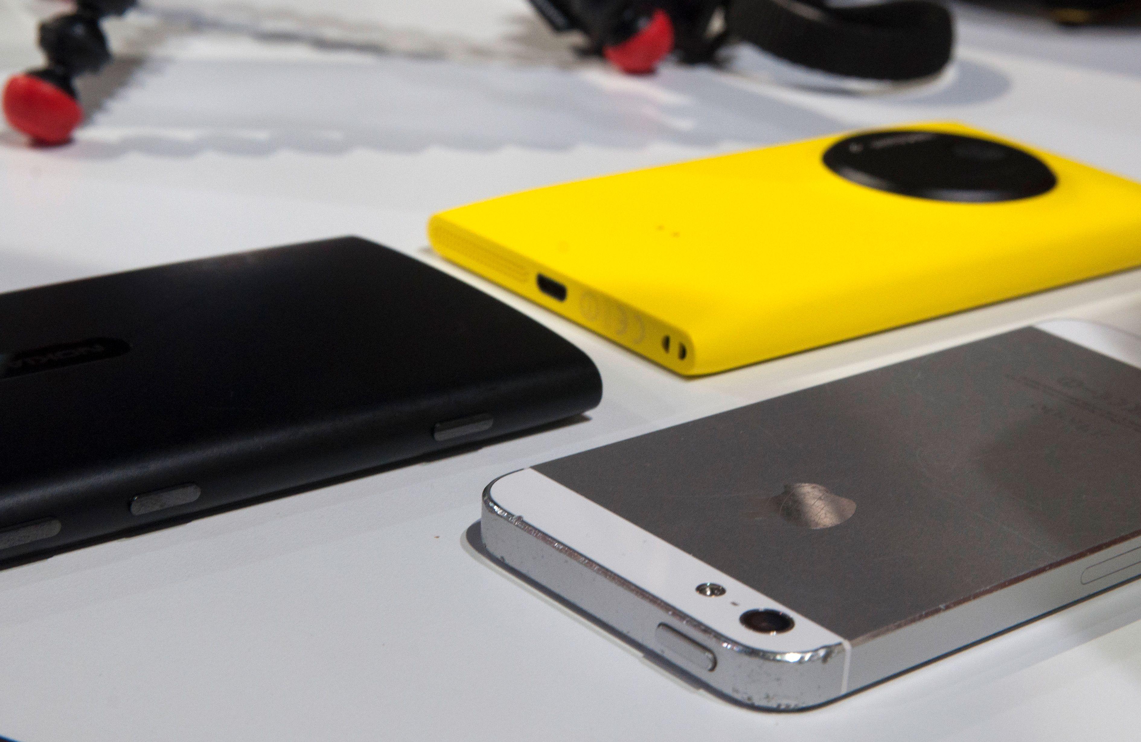 Lumia 920, Lumia 1020 og Apple iPhone 5.Foto: Finn Jarle Kvalheim, Amobil.no