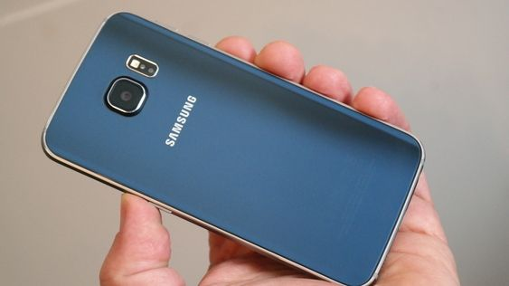 Galaxy S6 Edge er «...et smykke av en supermobil...», ifølge vår søsterside Tek.no. Foto: Espen Irwing Swang, Tek.no