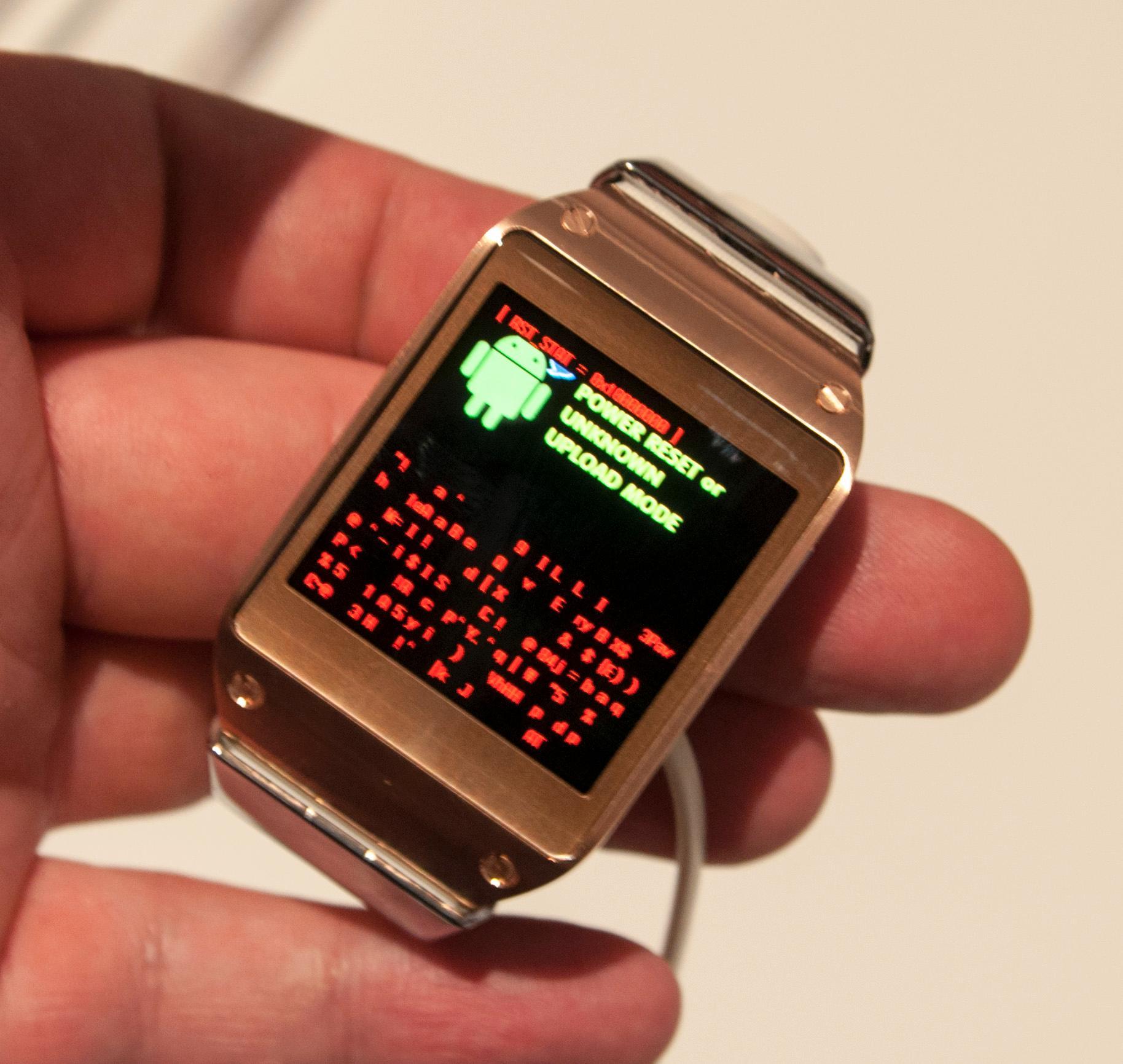 Oops! Etter å ha fiklet litt med klokken ble skjermen først helt hvit, og så skjedde dette. Vi regner med dette handler om tidlig programvare i prototypene som ble vist frem.Foto: Finn Jarle Kvalheim, Amobil.no