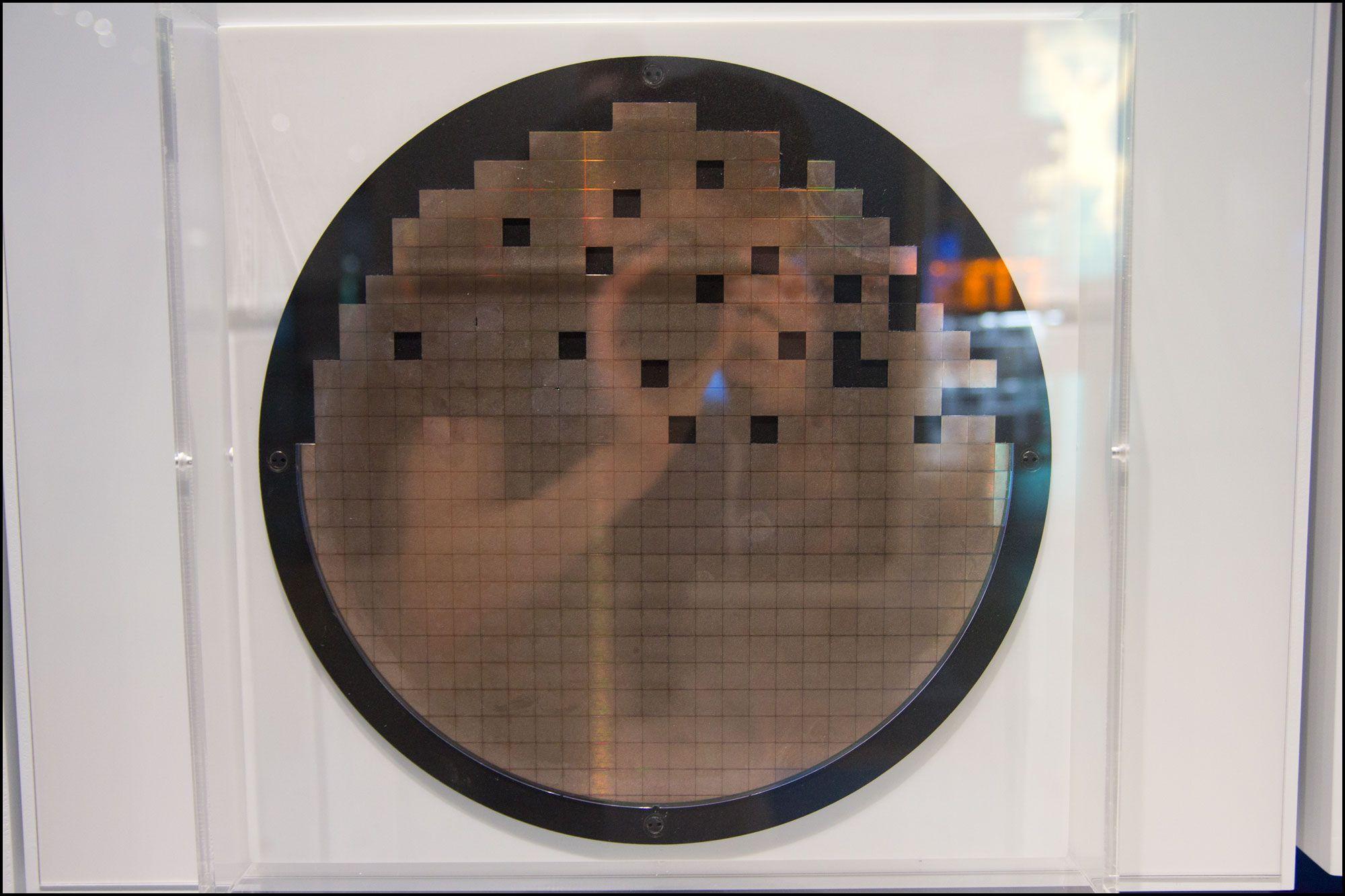 Det er ikke enkelt å produsere minne på tynne plater av silisium.Foto: Jørgen Elton Nilsen, Hardware.no