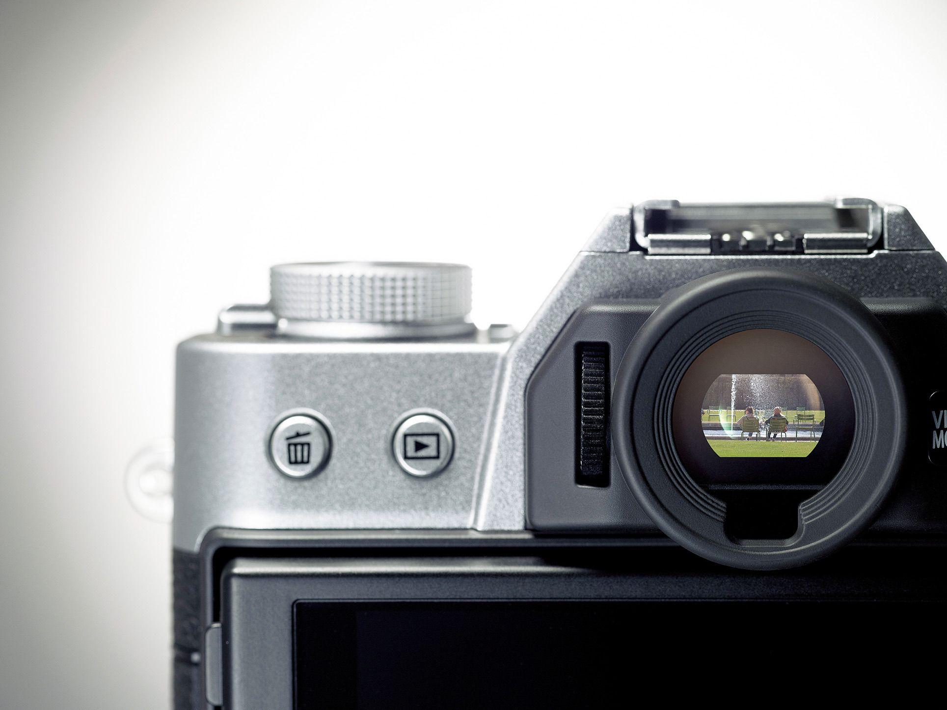 X-T10 har en midtstilt søker. Foto: Fujifilm