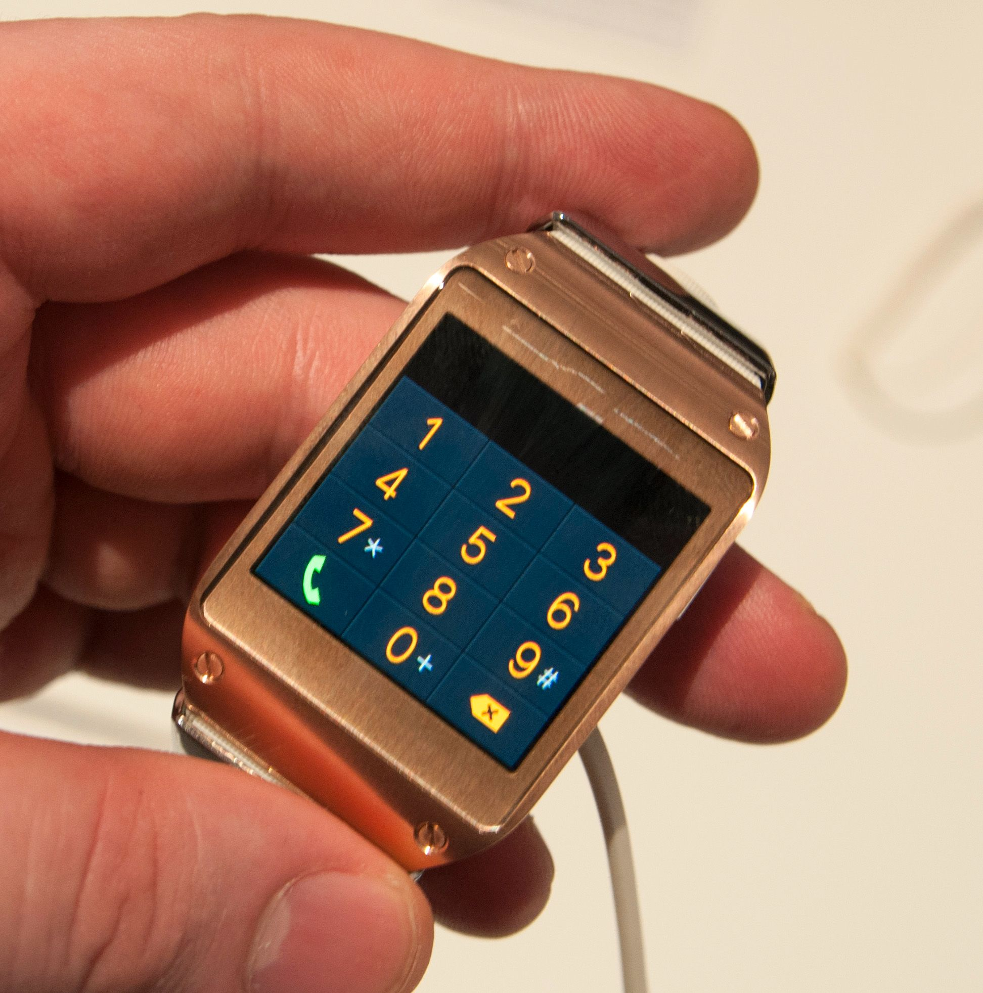 Galaxy Gear har en vanlig, men knøttliten, ringemeny.Foto: Finn Jarle Kvalheim, Amobil.no
