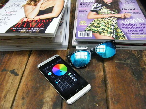 Via mobilappen kan du bestemme farge på LED-lyset og hvordan ulike hendelser på mobilen skal varsles.Foto: ION Glasses