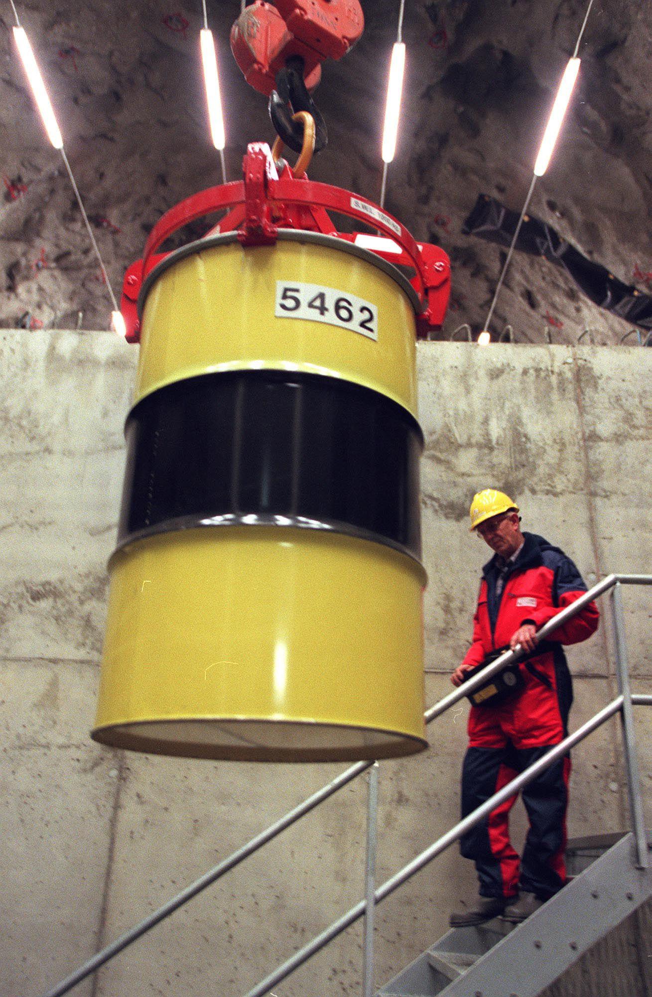 Norsk atomavfall lagres i dag i et solid anlegg i Aurskog Høland; som foruten fysisk sikring også overvåkes fra forskningsreaktorene våre. I fremtiden kan dette avfallet brukes for å skape elektrisk strøm, og det som kommer ut på motsatt side vil være betydelig mindre radioaktivt – og dessuten behøve mye kortere lagringstid.Foto: NTB scanpix