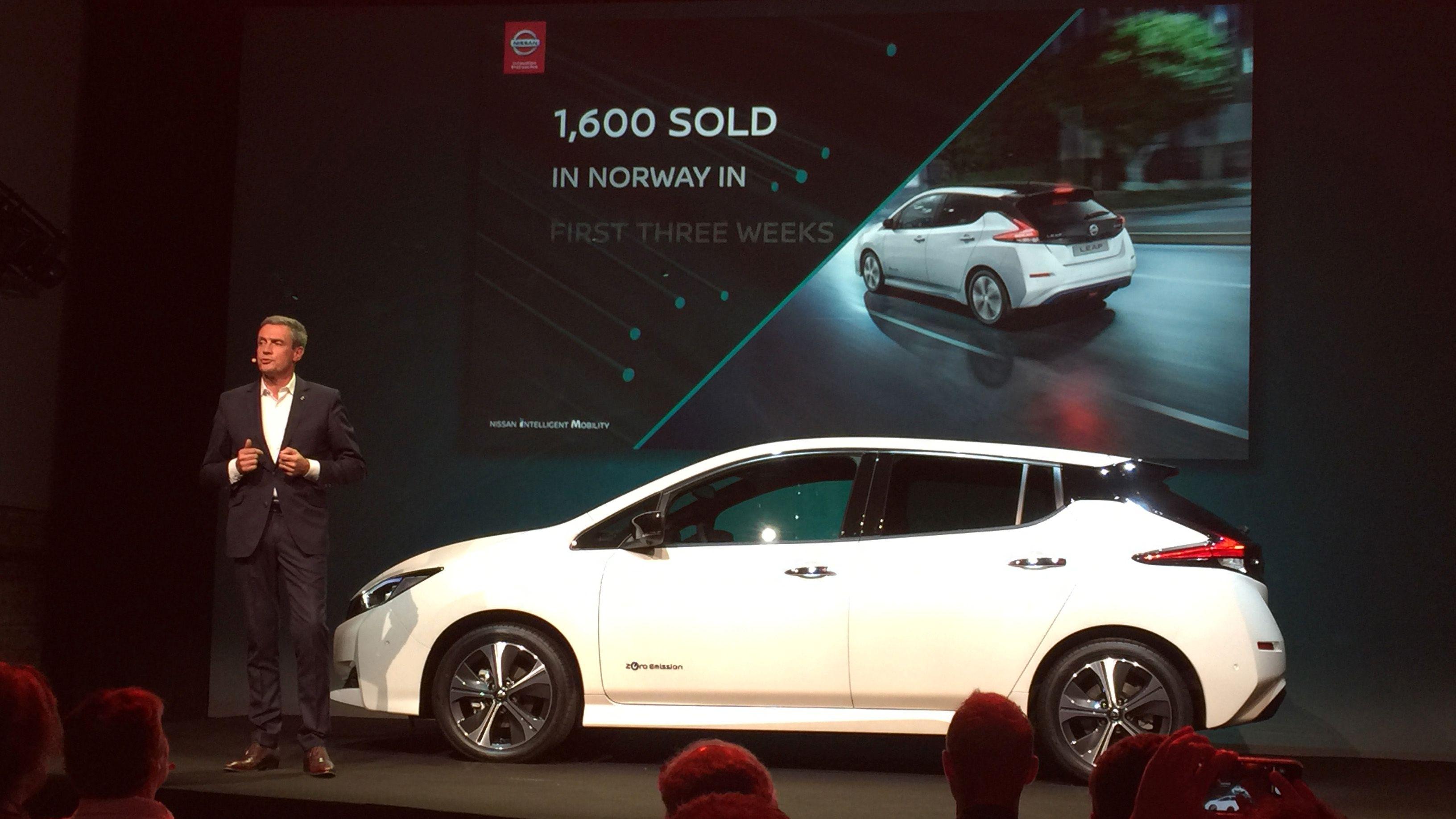 Nissan har signert kontrakt på ikke mindre enn 1600 biler i løpet av de tre ukene som har gått siden bilen ble annonsert. Her Nissans Europa-sjef Philippe Saillard.