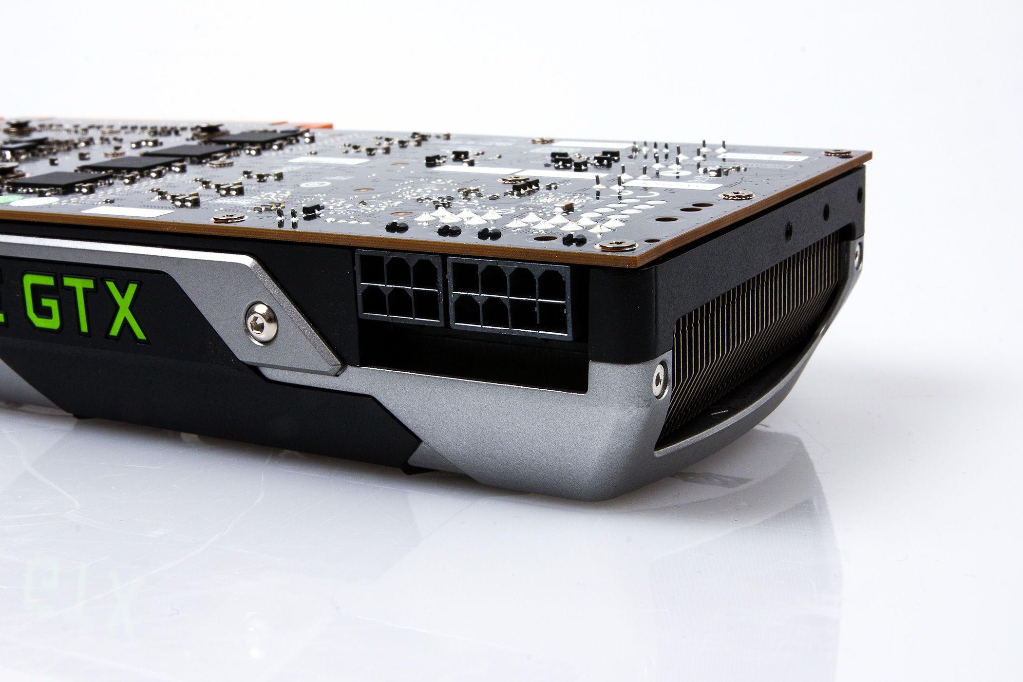 Skjermkortet trekker ikke så mye strøm, og trenger bare 1 x 6-pins og 1 x 8-pins PCIe-strømtilførsel.Foto: Varg Aamo, hardware.no