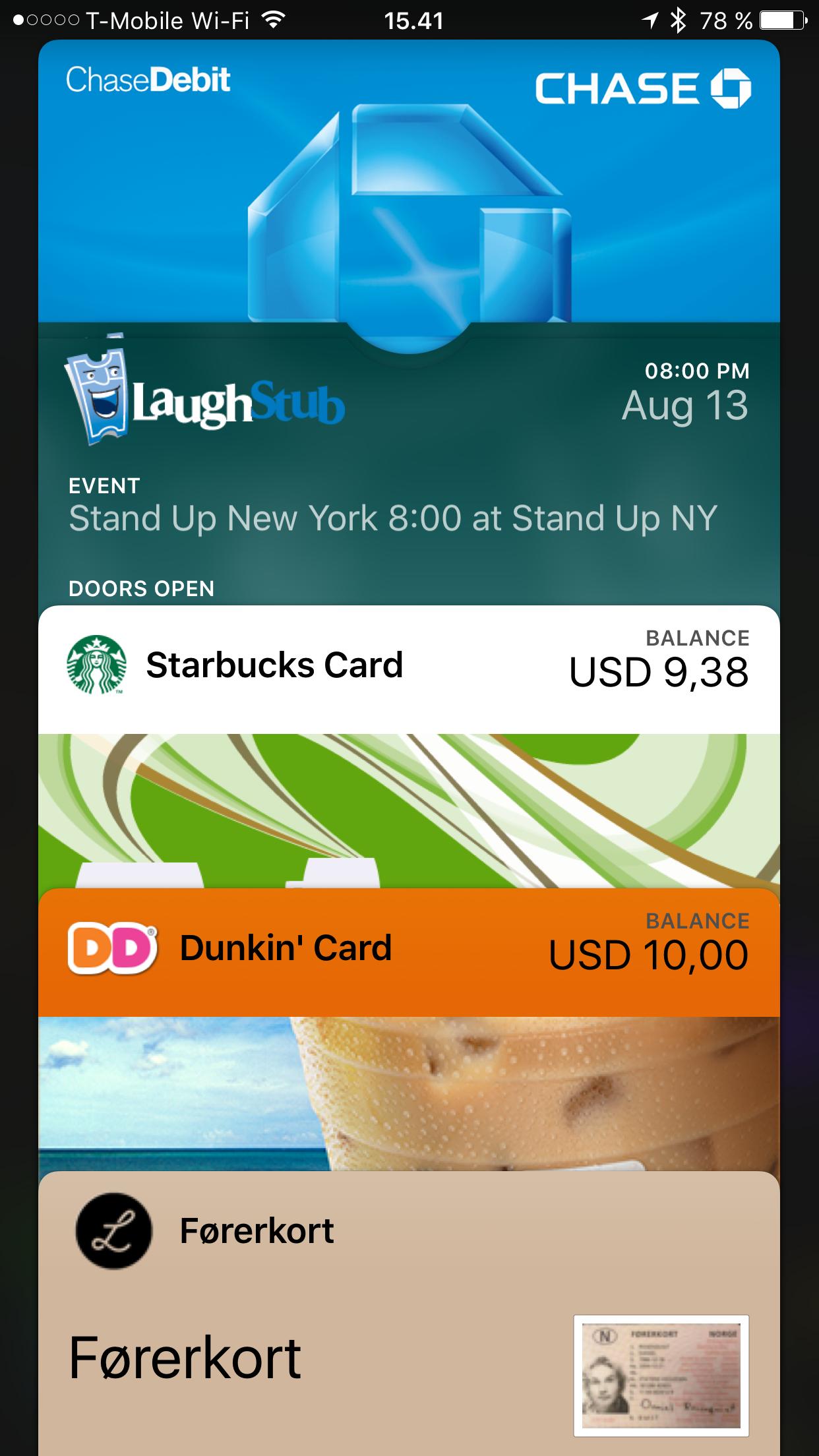 I iOS9 kan du åpne den nye lommeboka og velge mellom alle betalingskort eller aktuelle billetter. En veldig anvendelig snarvei rett fra låseskjermen. Foto: Daniel Rosenquist