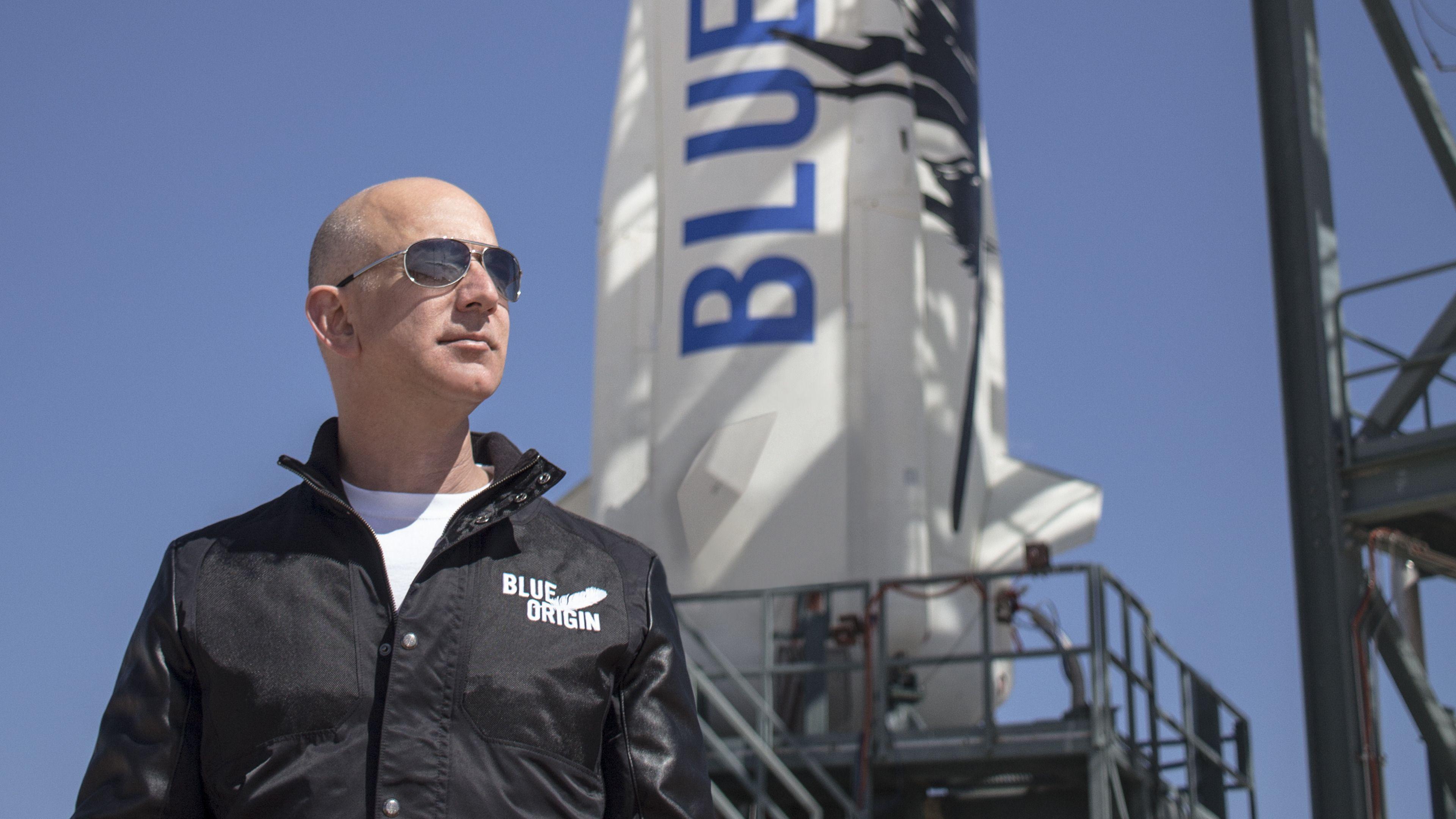 Amazon-sjef Jeff Bezos liker ting som går oppover. Formuen hans, markedsandelen til Amazon - og rakettene fra Blue Origin, et selskap som i utgangspunktet ble påtenkt for romturisme, men som lener seg mer og mer i retning av SpaceX-aktige planer. Amazon er fortsatt det største foretaket til Bezos, og er USAs 2. største arbeidsgiver.